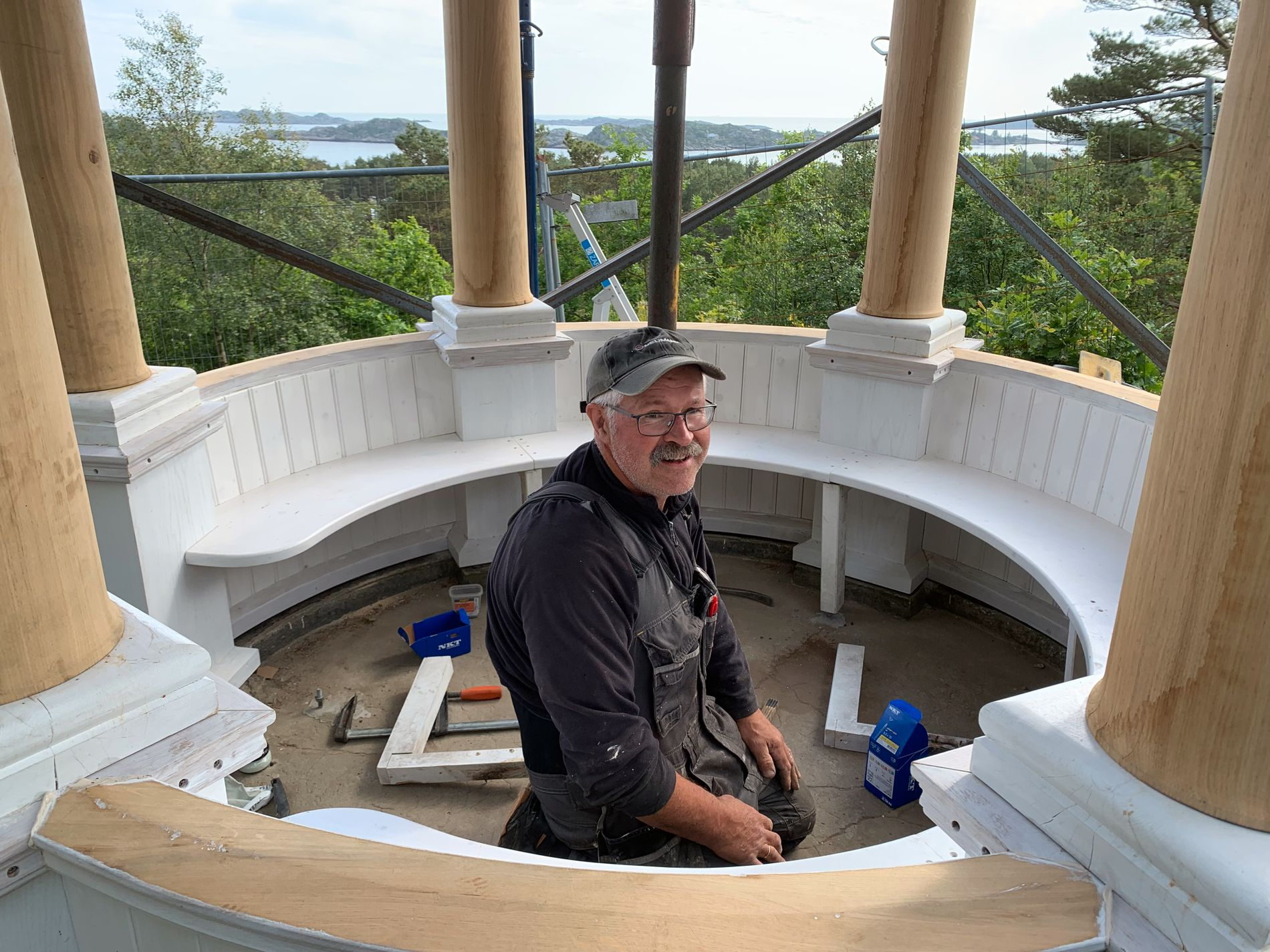 Builder Harald Lund during the renovation.