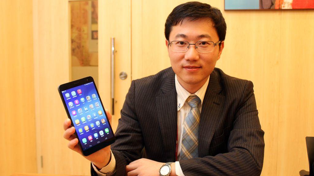 Her viser Mr. Jerry Huang frem den nye 7-tommeren MediaPad X1. Slike produkter skal bidra til å drepe myten om at kinesiske produsenter ikke kan lage premiumprodukter.