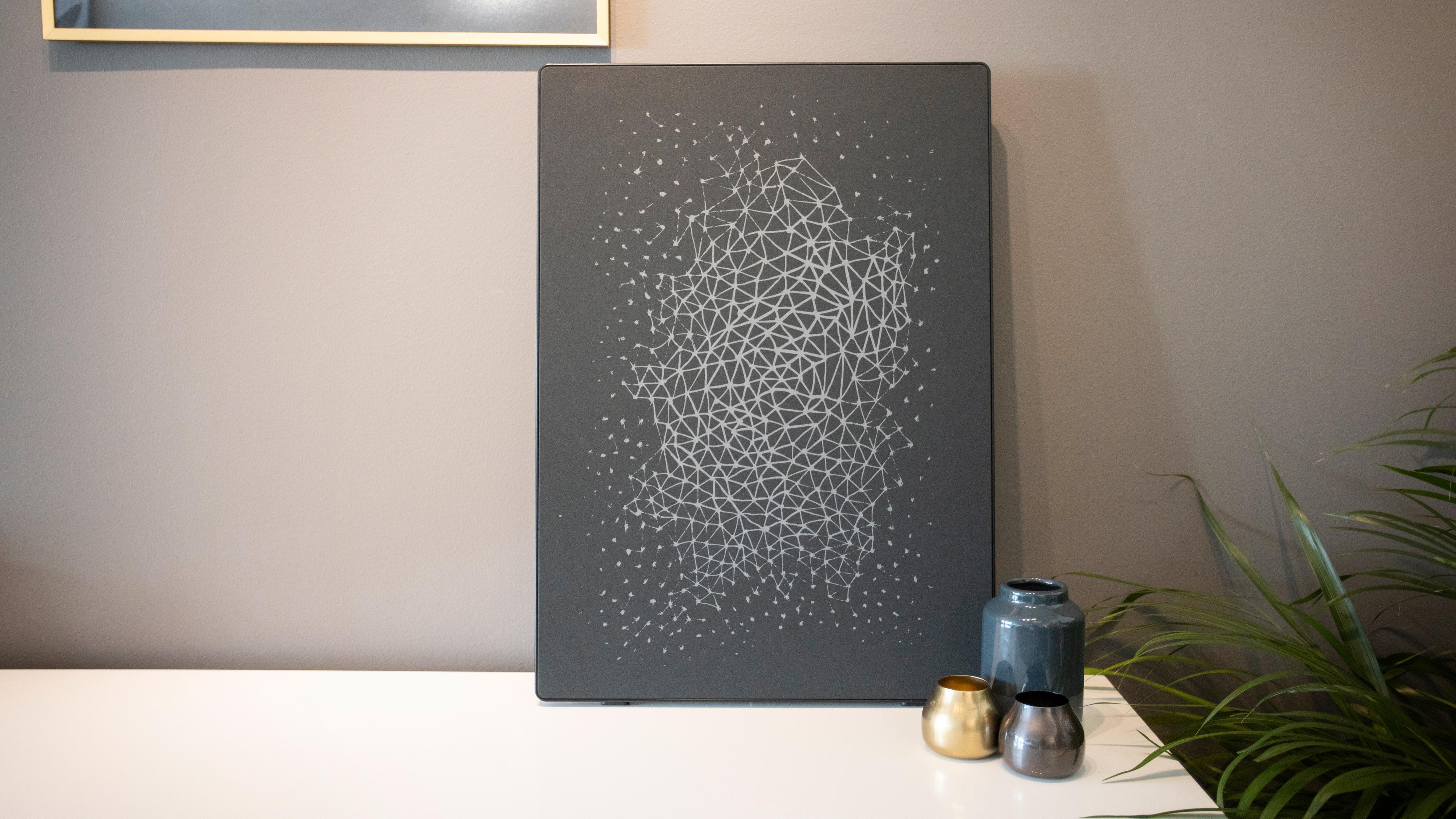 Ikeas nye kunstverk med innebygget høyttaler er straks i handelen. Vi har testet.