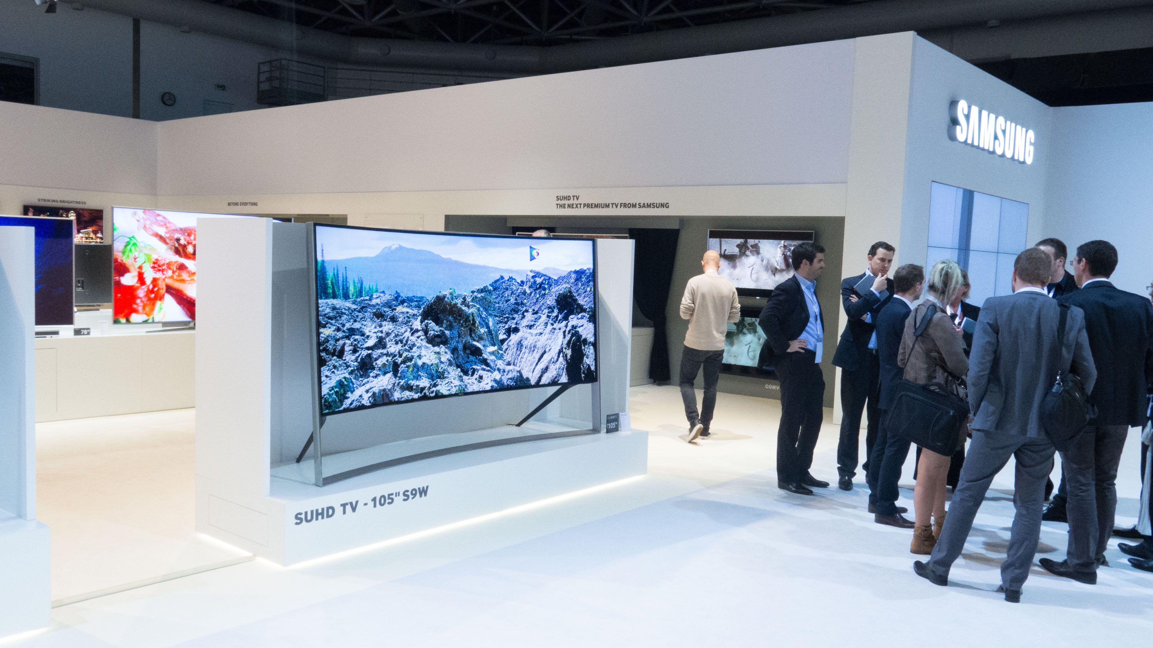 Samsungs nye gigant skiller seg ut på messegulvet. Foto: Ole Henrik Johansen / Tek.no