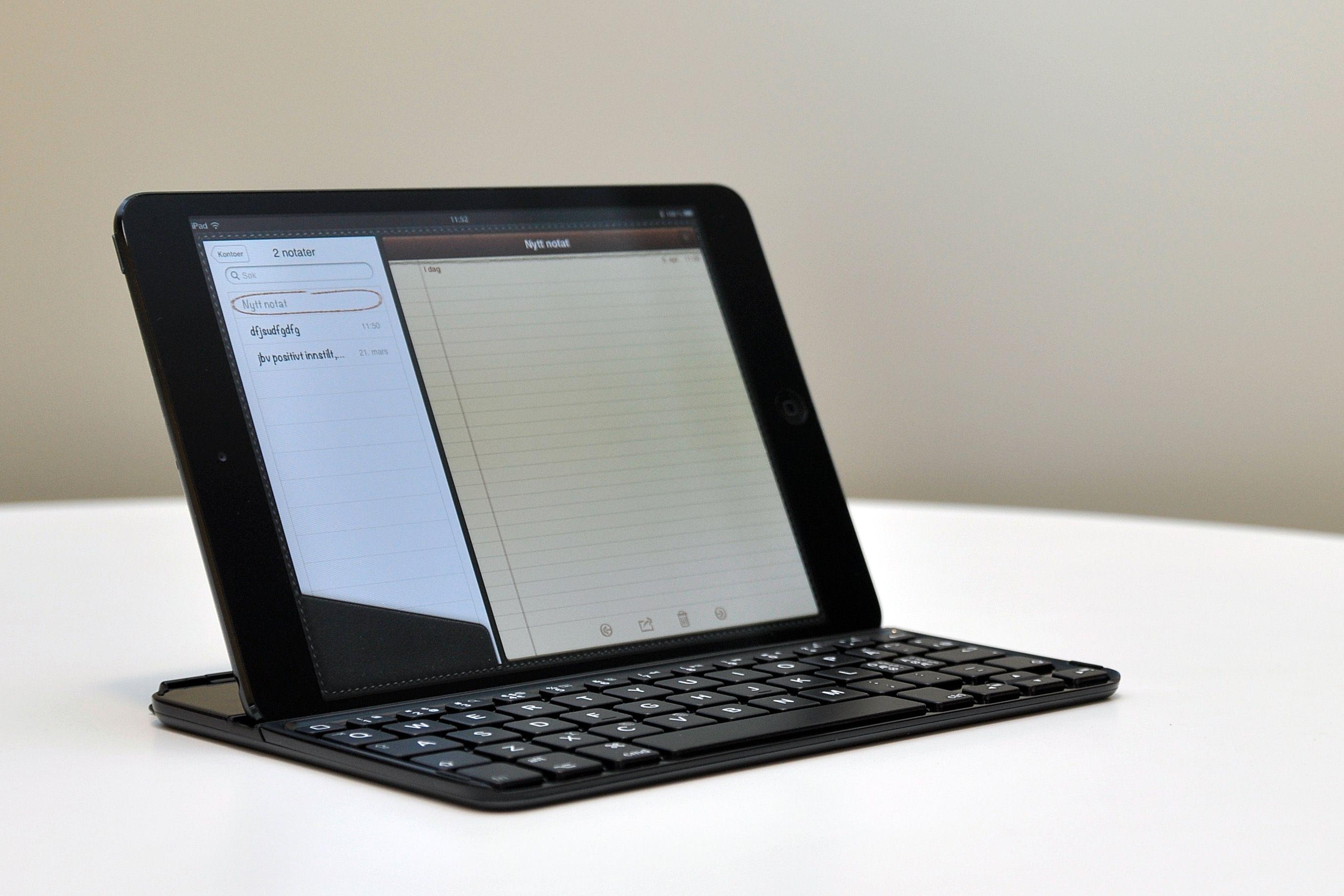 Når du skal bruke tastaturet kan iPad-en festes i et spor litt inn på tastaturet.Foto: Kurt Lekanger, Amobil.no