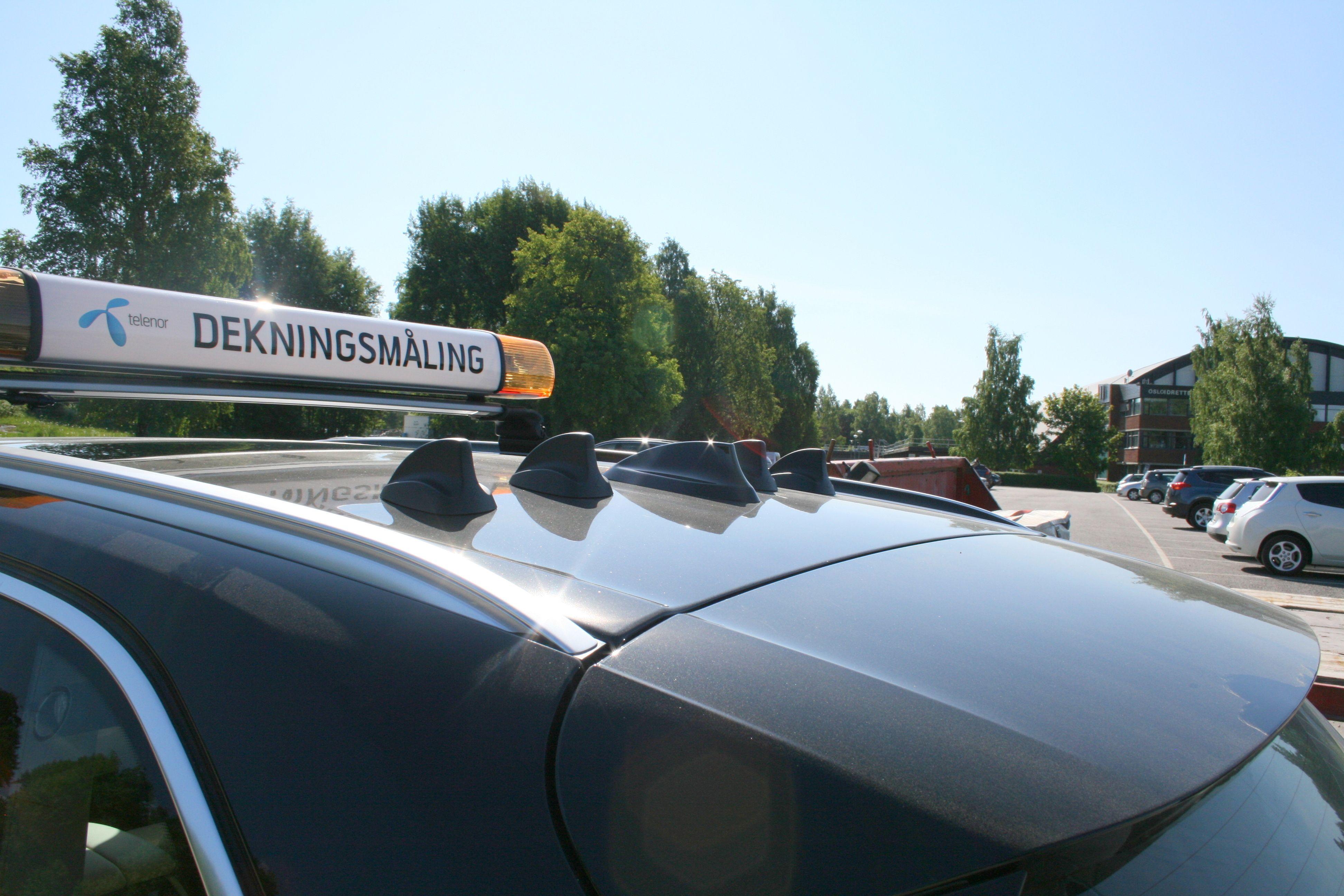 Antennene er bygget inn i aerodynamiske finner på taket av BMW-en.
