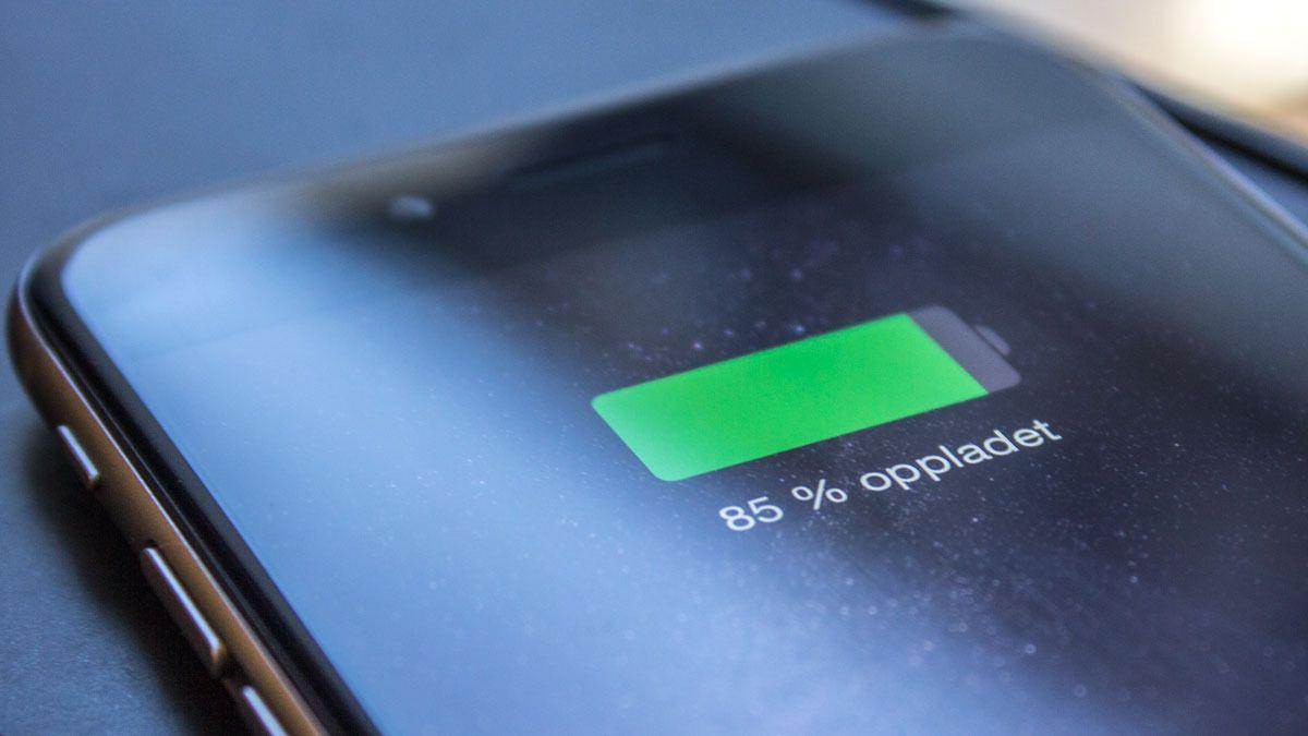 Så mye koster det å lade en mobil til 100 prosent hver