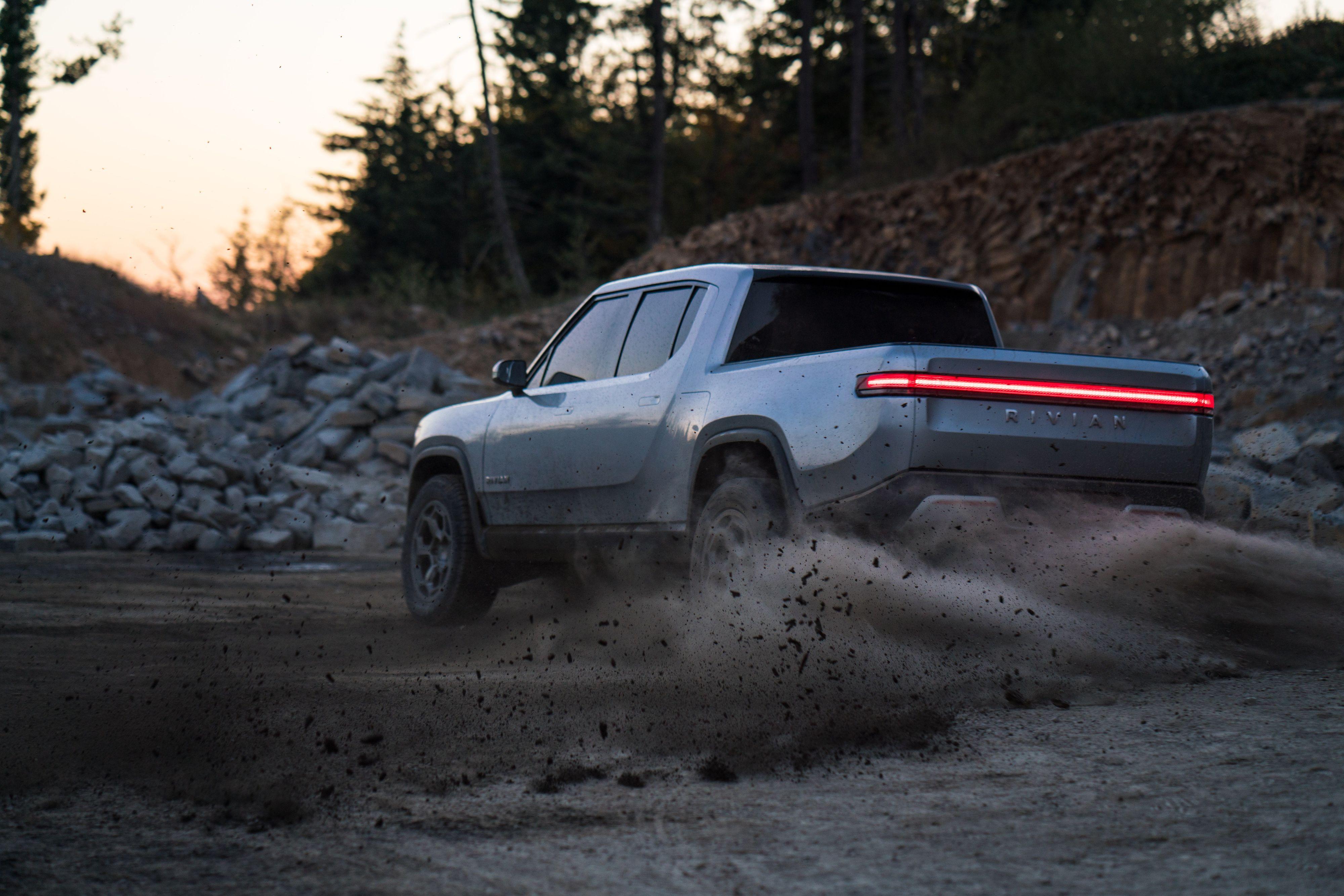 Firhjulstrekk og fire separate motorer skal gi Rivian-bilene gode terreng-egenskaper.