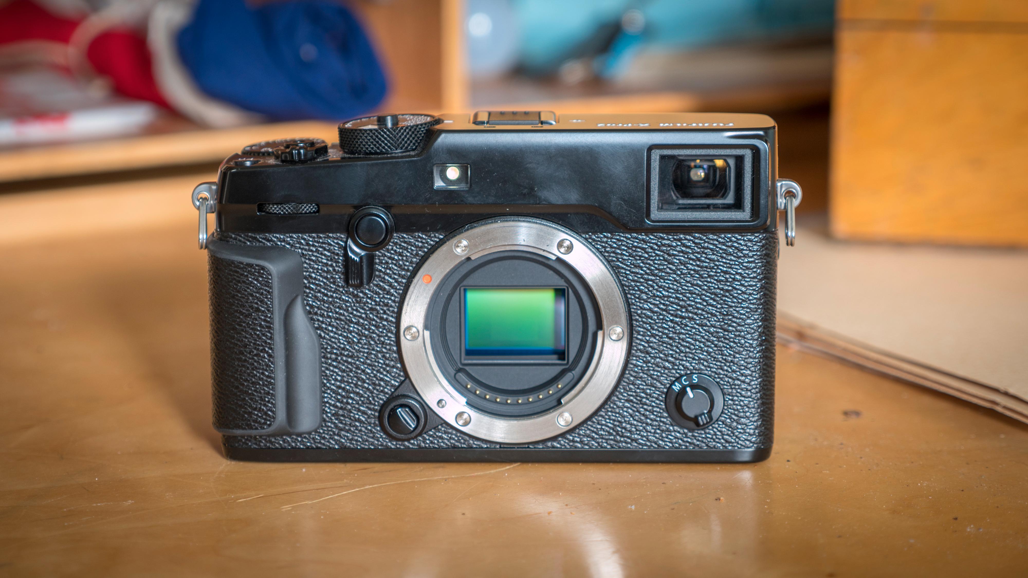Fujfilm har utstyrt kameraet med en ny APS-C-bildebrikke som gir kameraet et betydelig oppløsnings-løft fra 16- til 24 megapiksler, fra forrige modell.