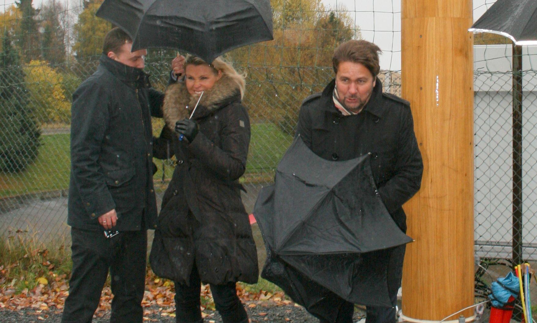 Det blåste friskt da Tele2 avduket sin basestasjon nr 2000 i oktober. Det har ikke blitt roligere rundt selskapet siden.Foto: Ida Oftebro/Mobilen.no