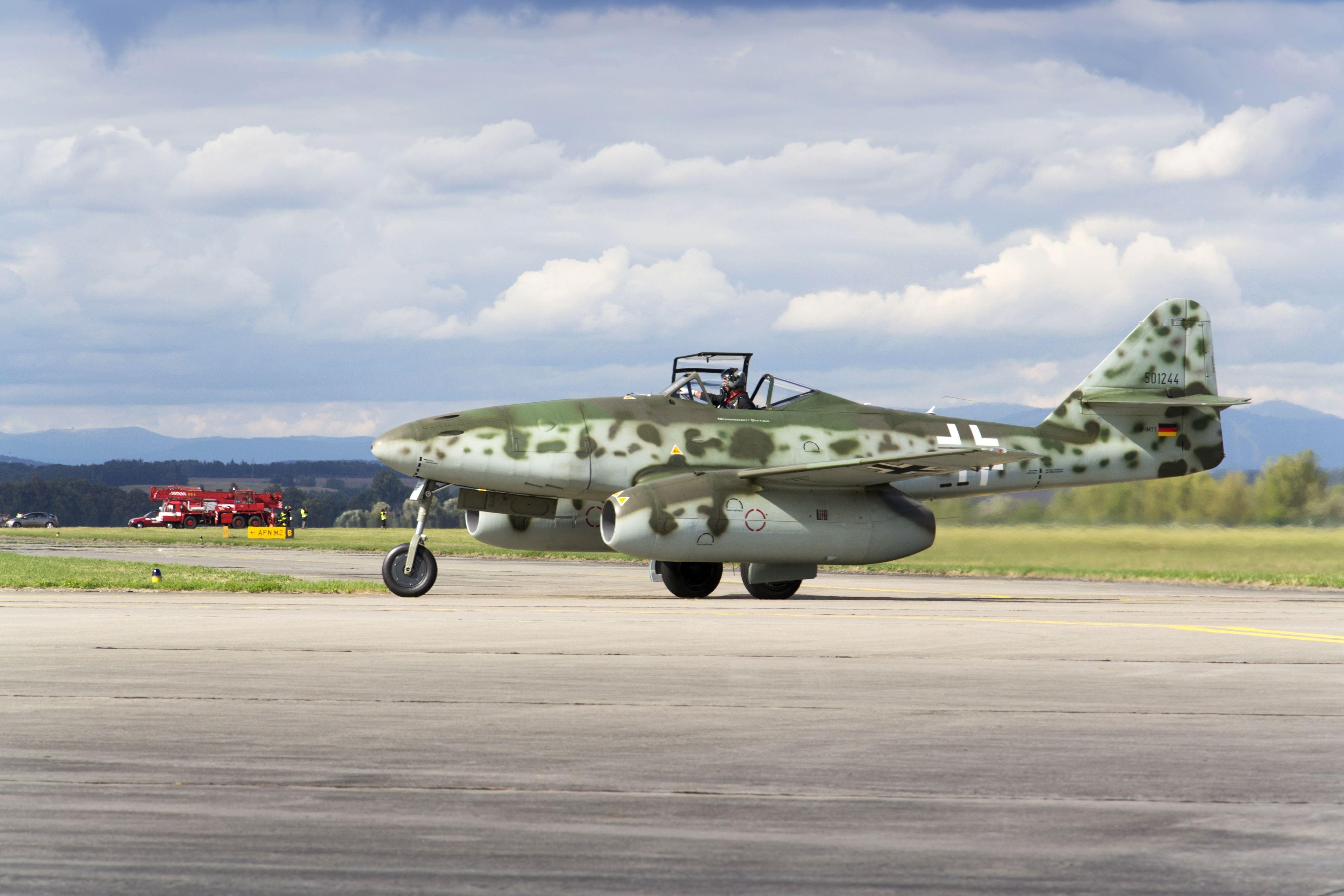 England og USA så ikke hva som skjedde i Tyskland, og lot være å finansiere forskning på turbojetmotorer før krigen var et faktum. Dermed fikk Tyskland er forsprang som de allierte aldri fikk tatt igjen. Men uansett var det fungerende jetflyet født – her i form av en Messerschmitt Me 262.