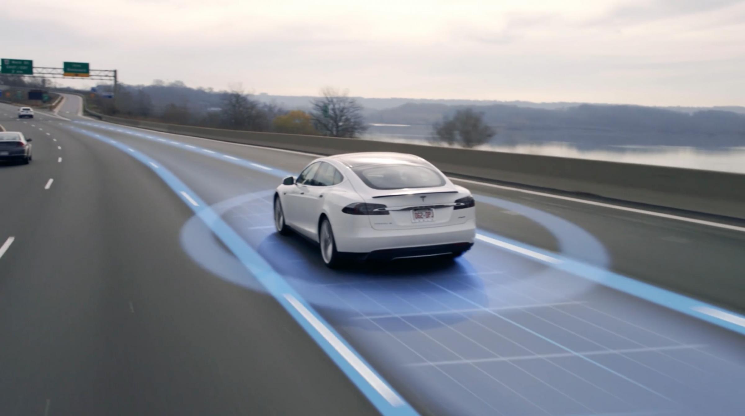 Snart blir Teslaen din oppdatert til «Version 9» – dette tror vi kommer