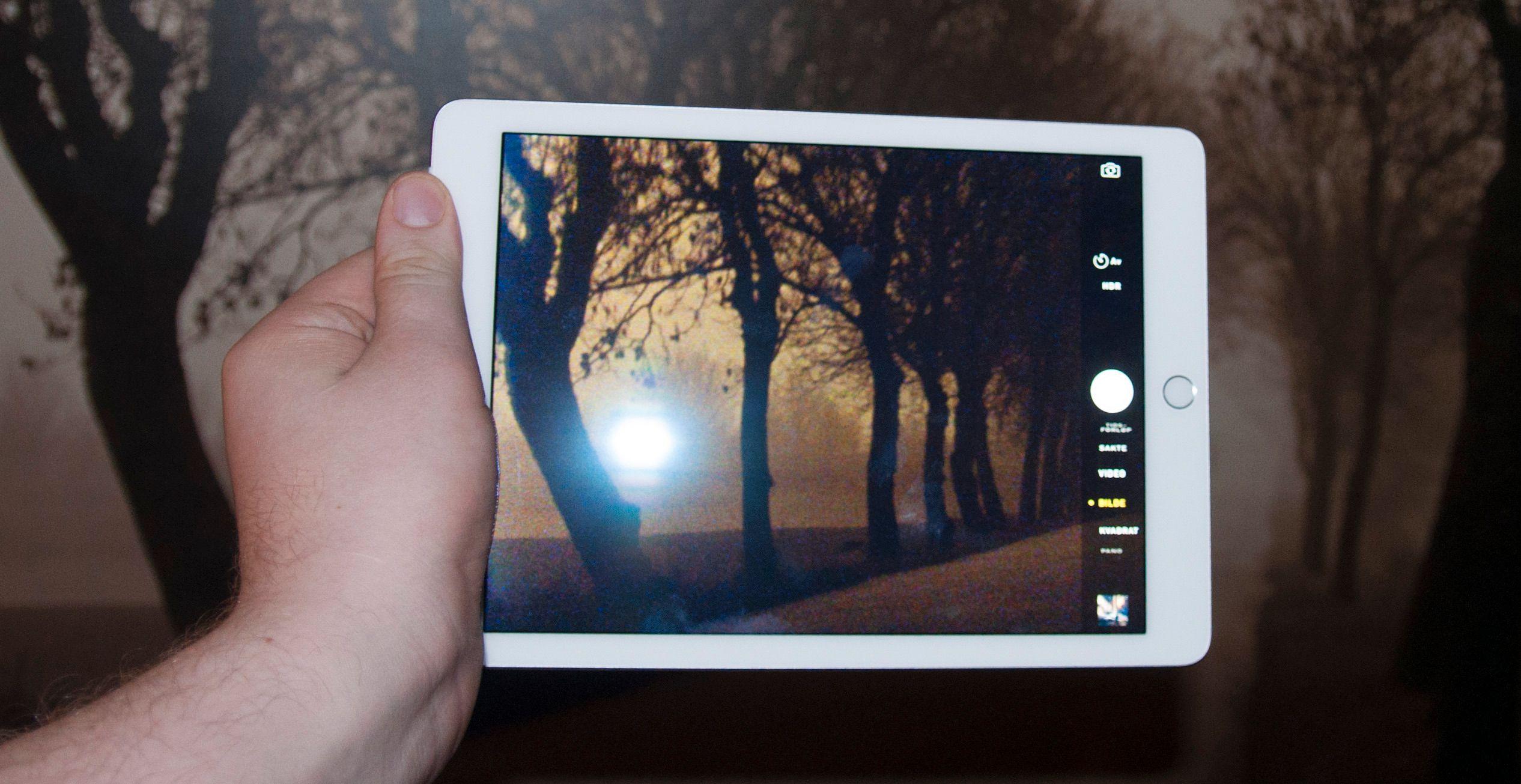 Selv om Apple lover bedre bilder fra iPad Air 2, sliter vi med å se for oss nettbrettkameraet som noe mer enn en nødløsning.Foto: Finn Jarle Kvalheim, Tek.no