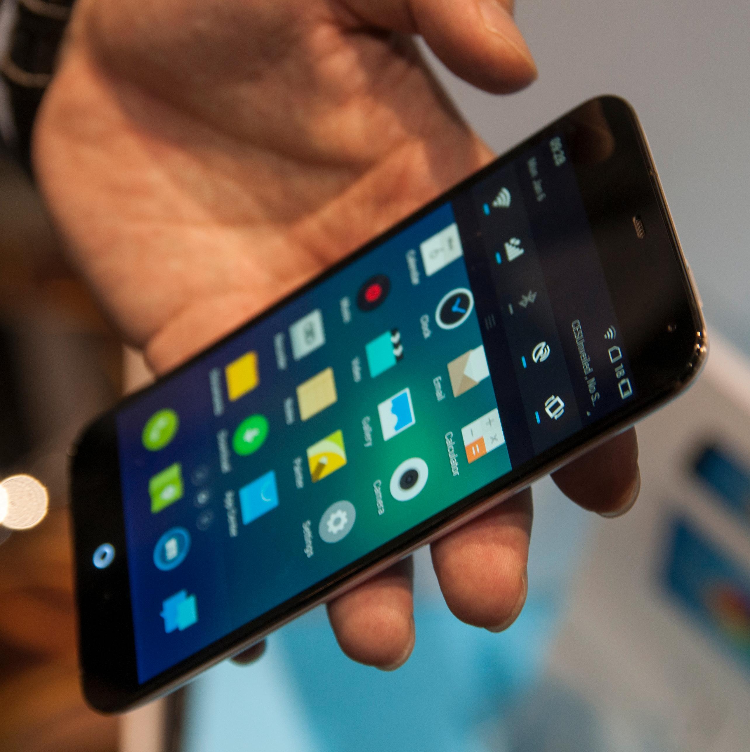 Her finner du ikke den vanlige nedtrekksmenyen vi kjenner fra Android.Foto: Finn Jarle Kvalheim, Amobil.no