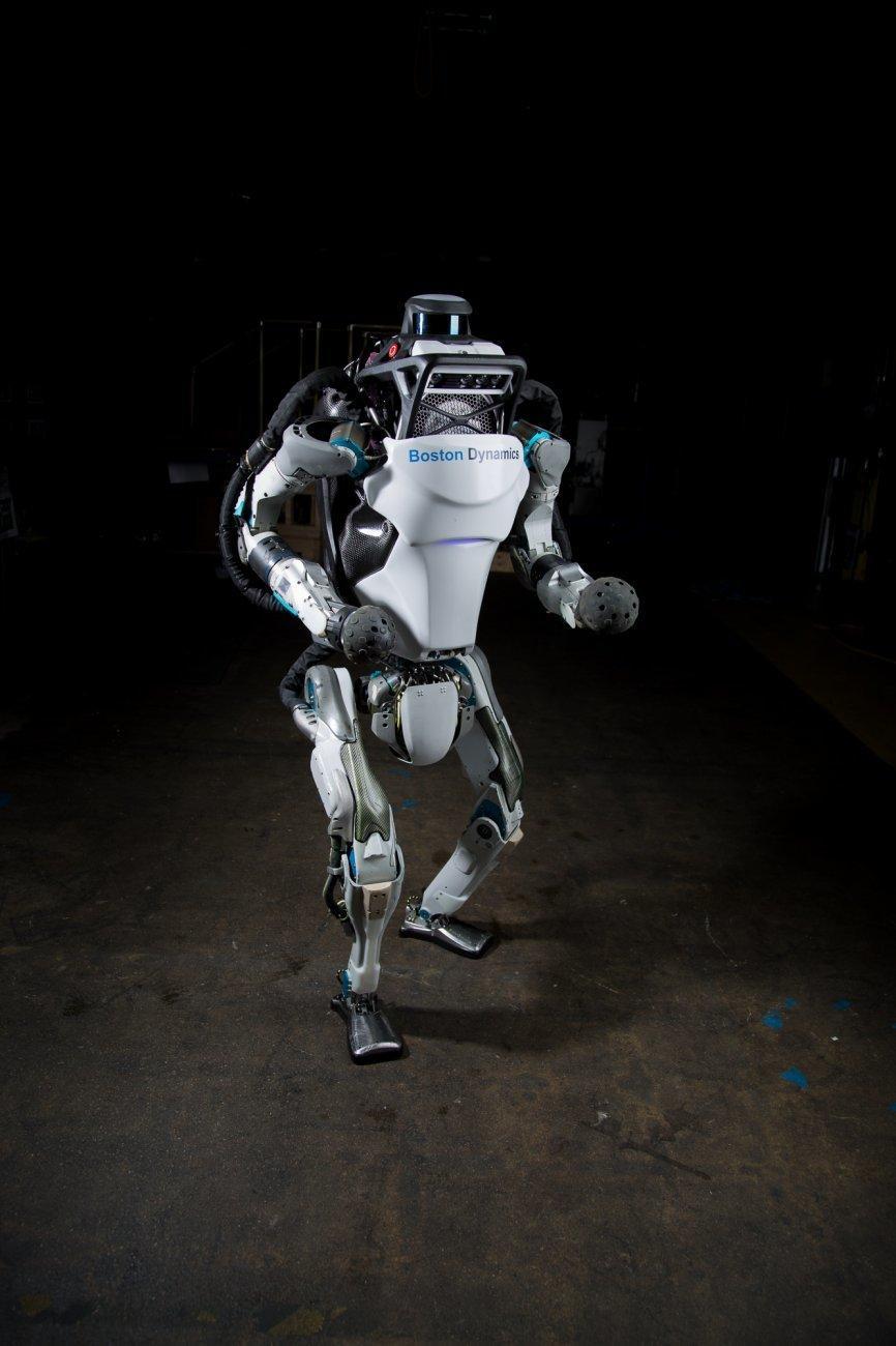 Slik ser dagens Atlas ut i fullfigur. Roboten har gjennomgått mange oppgraderinger gjennom årene. Bilde: Boston Dynamics
