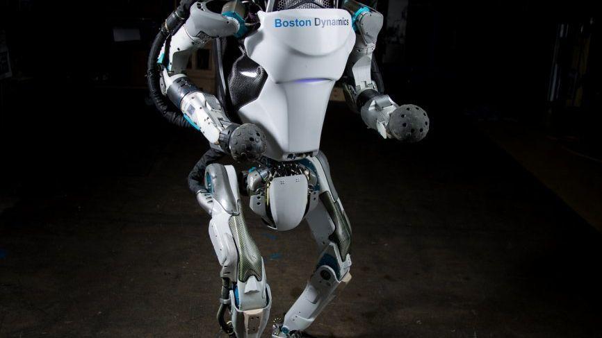 Før kunne roboten Atlas gå og balansere – nå kan den ta baklengs salto uten hjelp