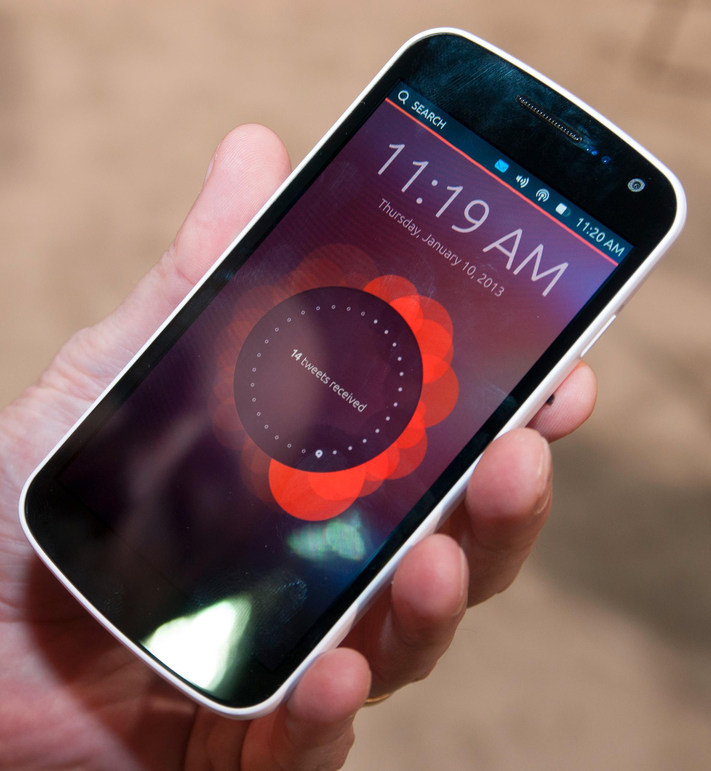 Canonical selv sier at Ubuntu ikke har en låseskjerm. Dette er imidlertid det som har mest til felles med den tradisjonelle låseskjermen. Her får du informasjon om tapte anrop, meldinger og hva som har skjedd på sosiale nettverk.Foto: Finn Jarle Kvalheim, Amobil.no