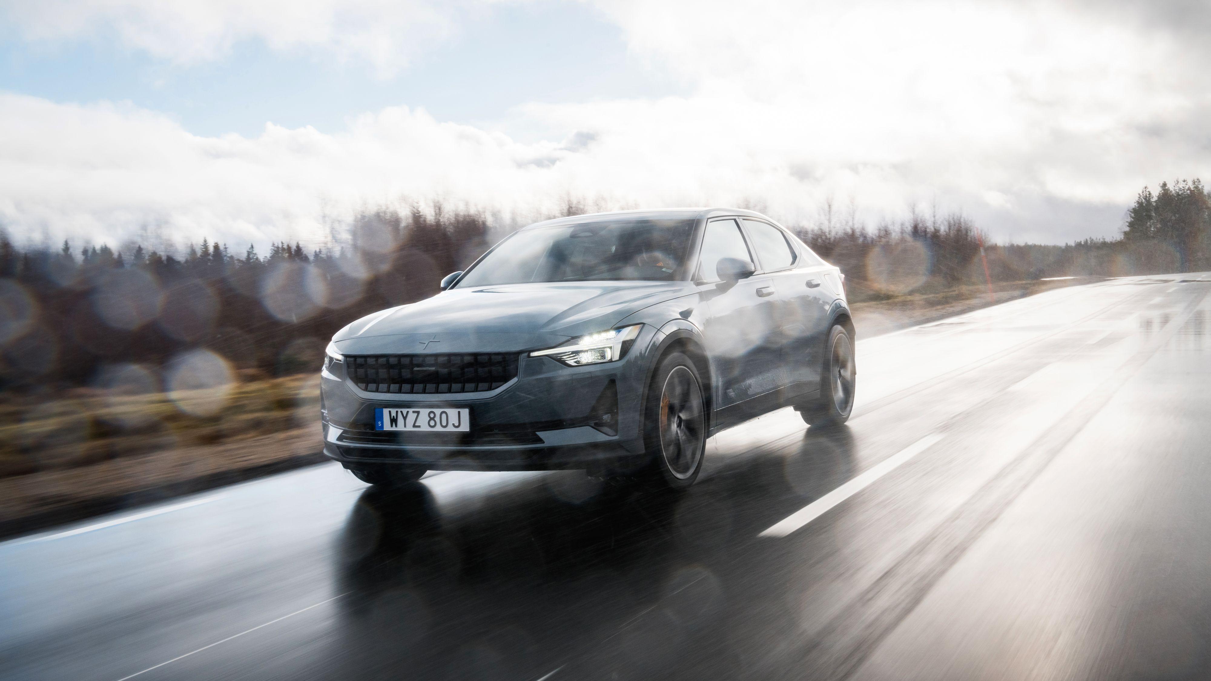 Vi fikk litt av hvert av forhold under vår prøvekjøring av Polestar 2 på Volvos «Hällered Proving Ground» i Sverige. Litt regn, litt sludd og litt sol.