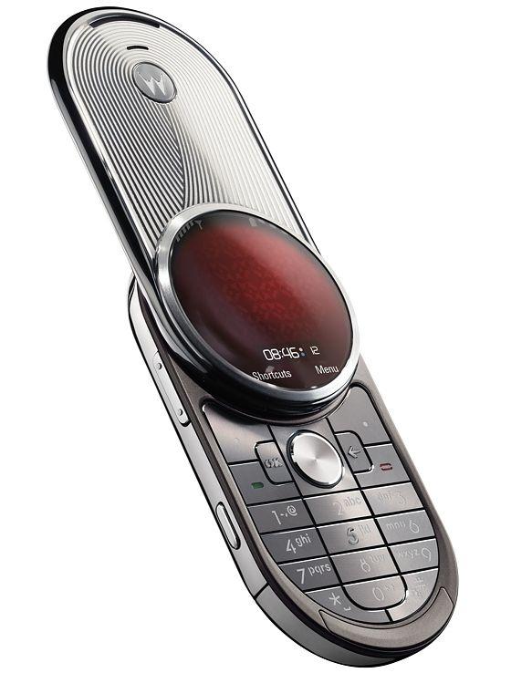 Motorola Aura kunne åpnes med et lite dytt.