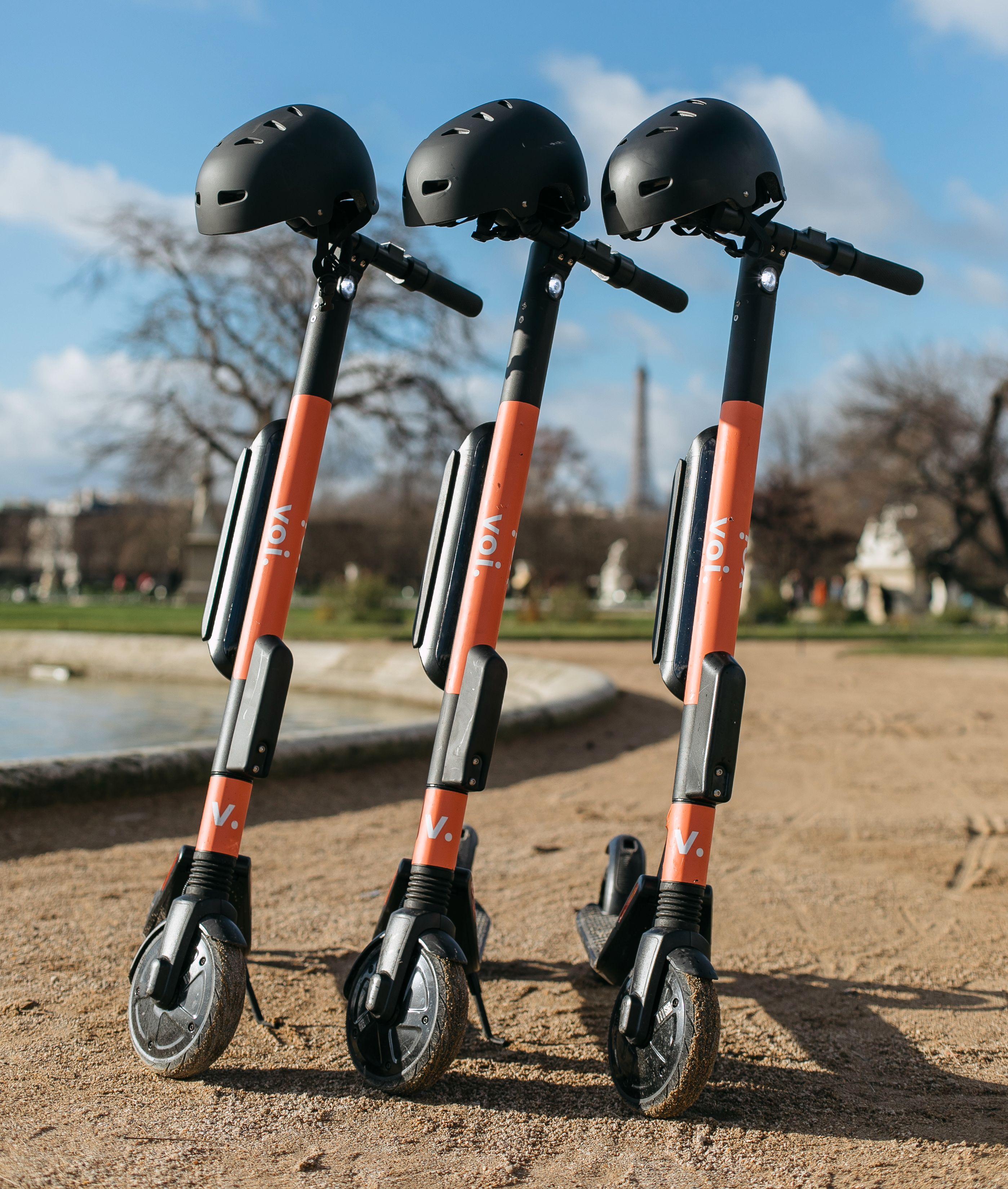Voi skal i utgangspunktet bruke Ninebot-sparkesykler i Norge. De vil imidlertid ikke ha noen hjelm hengende på.