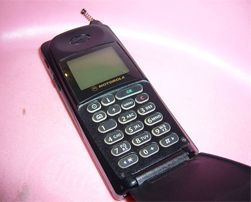 Motorola MicroTAC International 8700 var en sværing. (Foto: Wikimedia Commons)