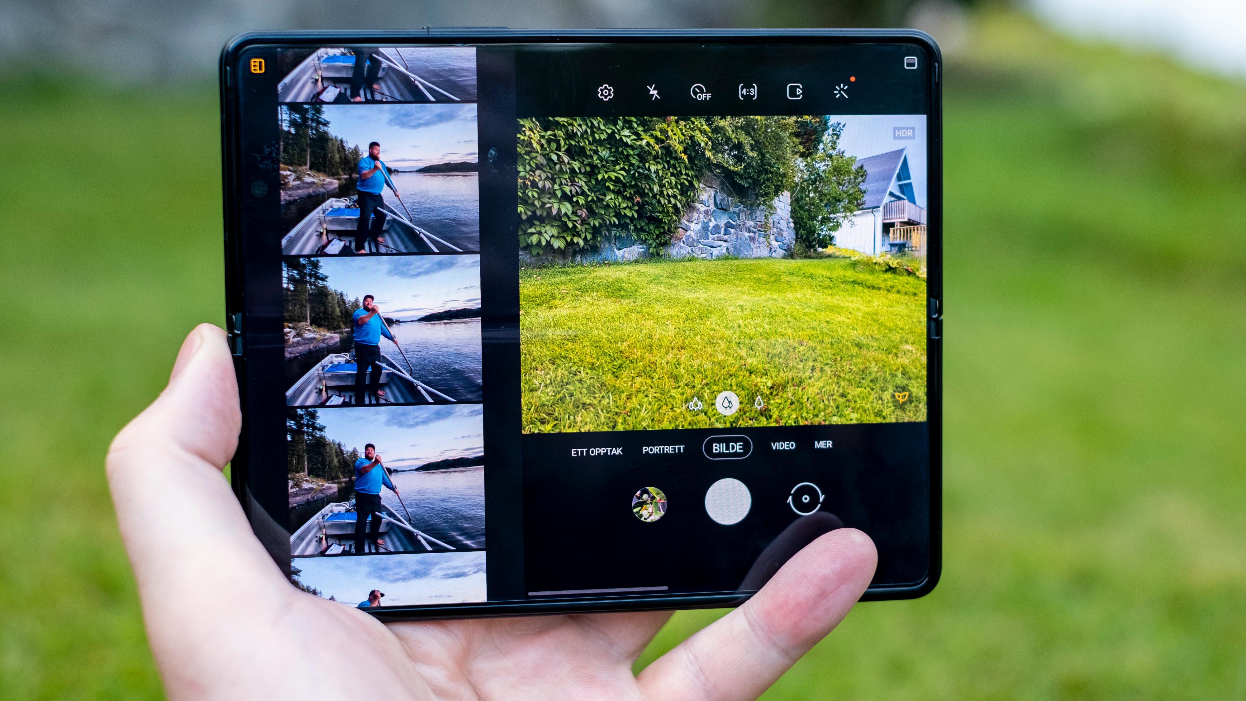En utvidet fotoapp lar deg se store forhåndsvisninger av bildene du har tatt fra før, i stedet for den lille frimerkeforhåndsvisningen telefoner flest gir.