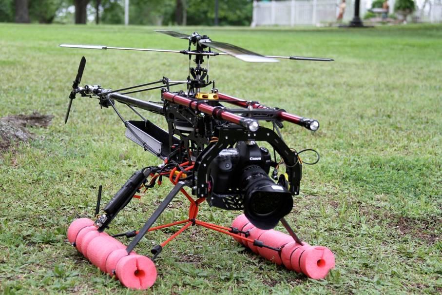 HELICAM: Eric Austin fra Texas har skapt et velfungerende verktøy for å ta helikopterbilder med speilreflekskamera. FOTO: Eric Austin