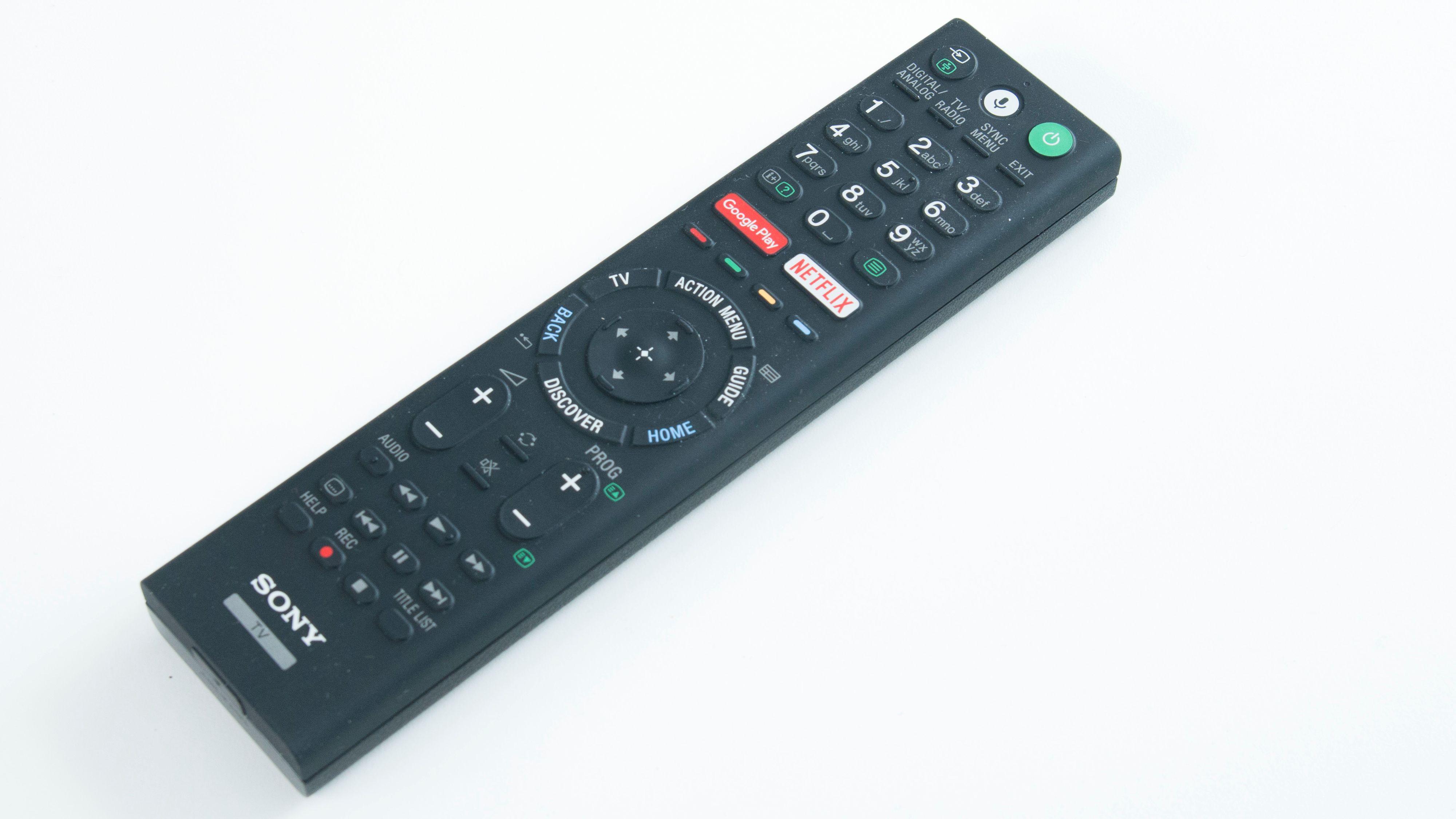 XE9305s fjernkontroll er ikke rå å se på, men den er søle-sikker – en positiv ting i vår bok.