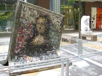 Her har en kunster rekonstruert selveste Mona Lisa fra gamle Asus hovedkort. (Foto: Hardware.no)