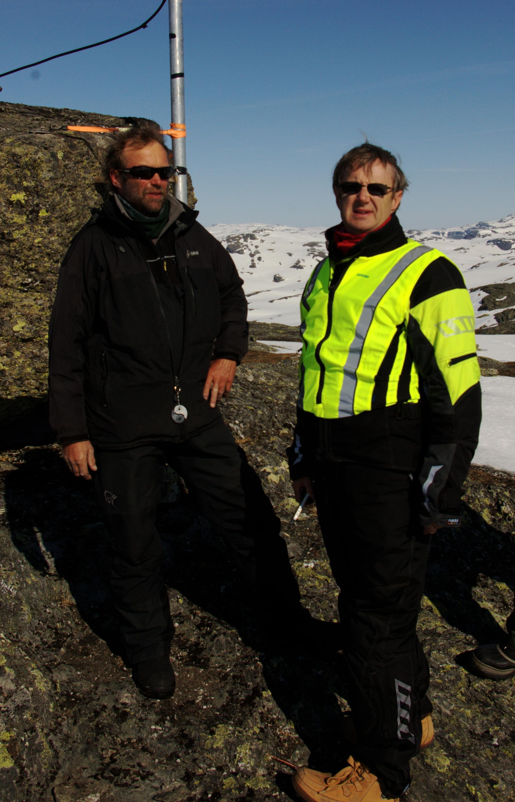 Montør Fadnes i Eltel og dekningsdirektør Bjørn Amundsen i Telenor.