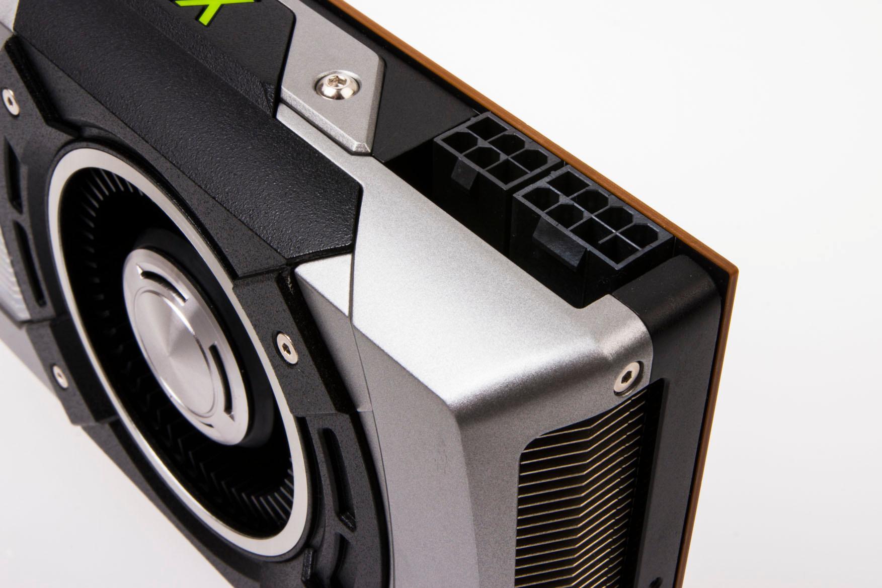 Akkurat som storebror GTX 780, får GeForce GTX 770 strøm fra en 6-pins og en 8-pins PCI-e-kontakt.Foto: Varg Aamo, Hardware.no