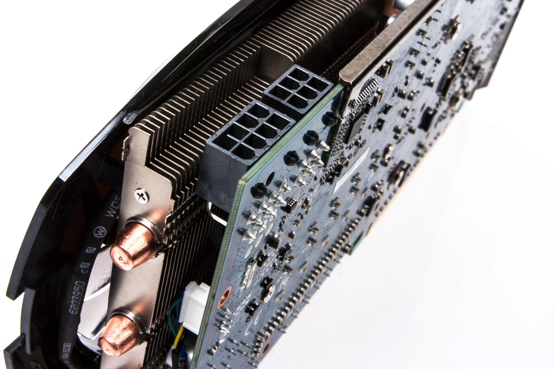Gigabyte sin GeForce GTX 760 krever en 8-pins PCIe-plugg i tillegg til en 6-pins.Foto: Varg Aamo, Hardware.no