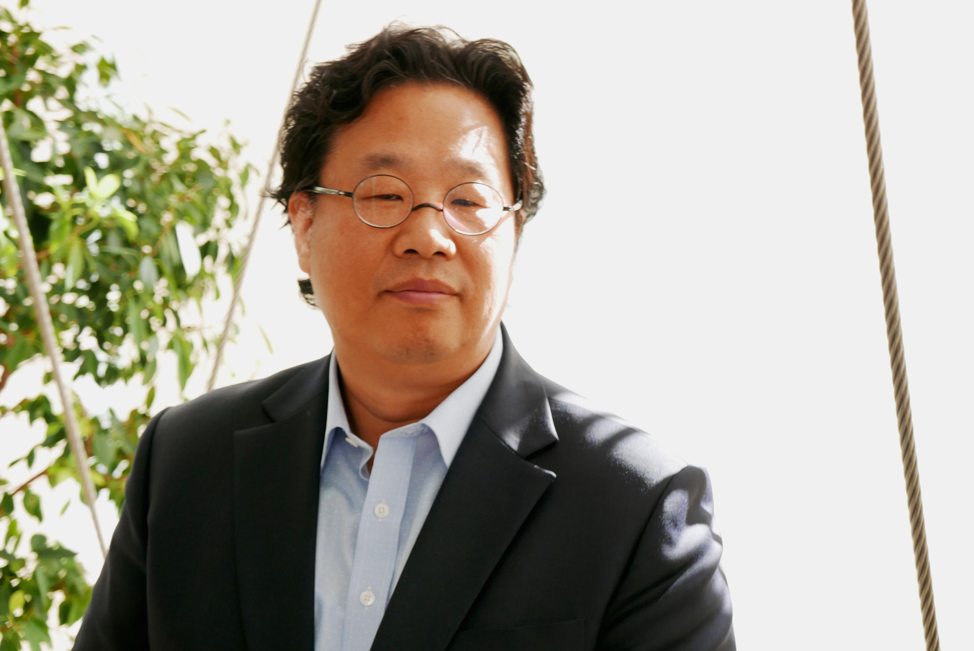 Kangheui Cha er designsjef for hjemmeunderholdning hos LG. Foto: Ole Henrik Johansen / Tek.no