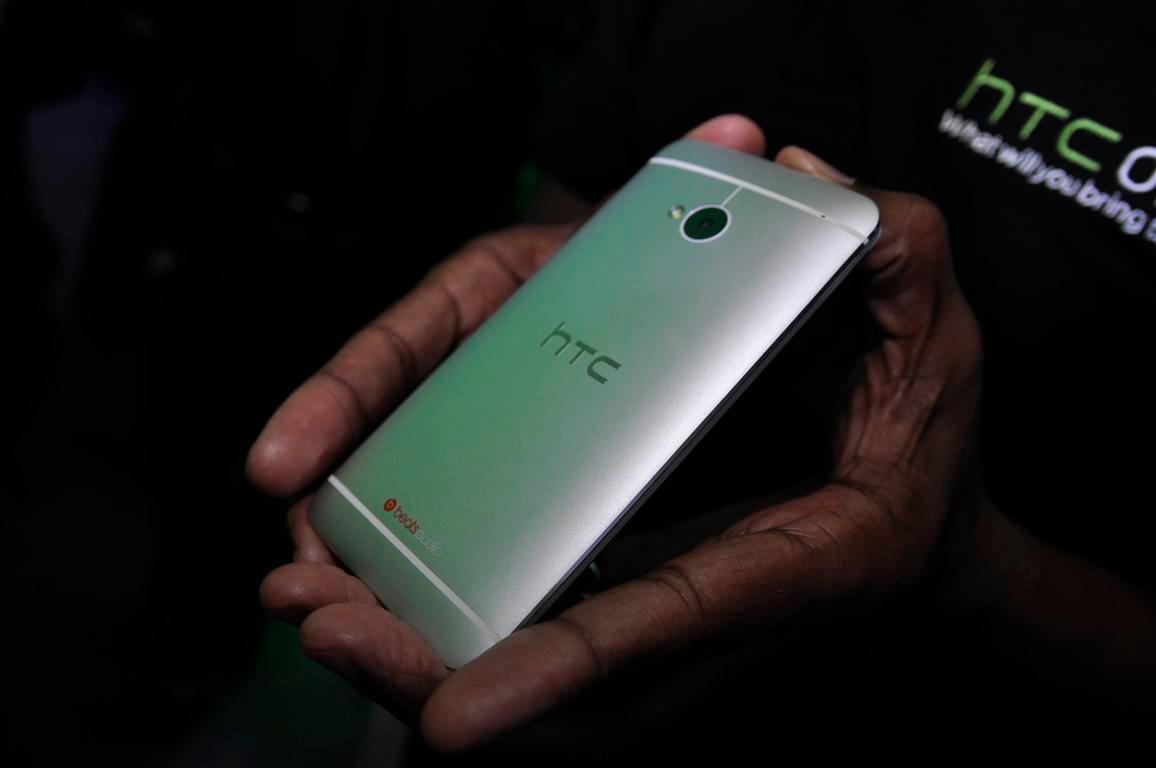 Slik ser baksiden av telefonen ut.