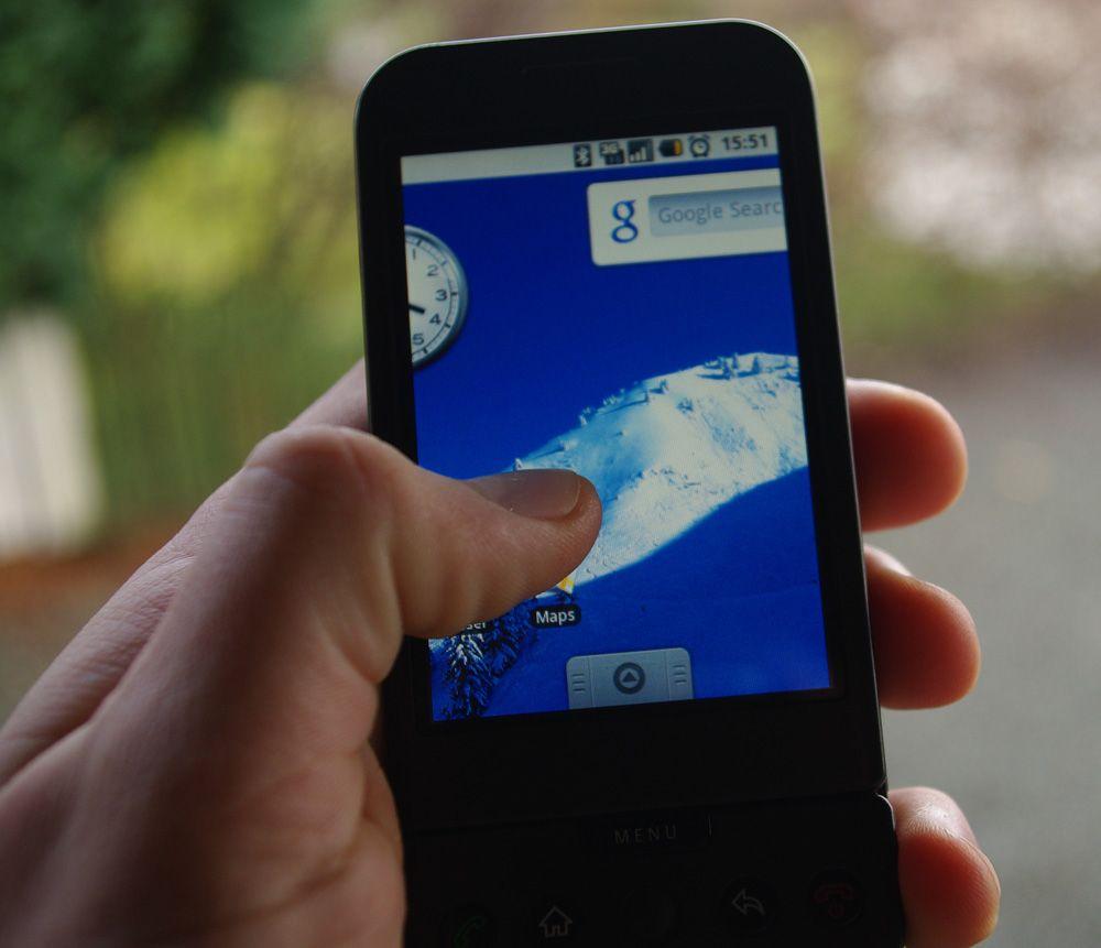 Du bytter skjermbilde ved å dra tommelen til venstre eller høyre.