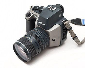 QV-1000C var Nikons første elektroniske kamera med en 380.000 pixel CCD sensor. Bildene ble lagret på en magnetisk floppy disk. Denne teknologien gjorde at man kunne overføre bilder via Telefoto uten å fremkalle dem først. Foto: Nikonweb.com.