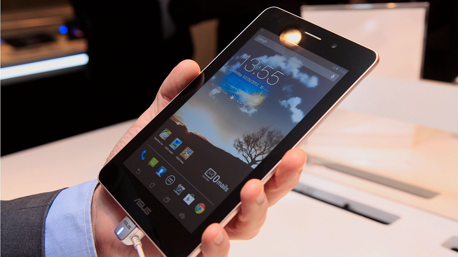 Asus Fonepad er på størrelse med Google Nexus 7.Foto: Kurt Lekanger, Amobil.no