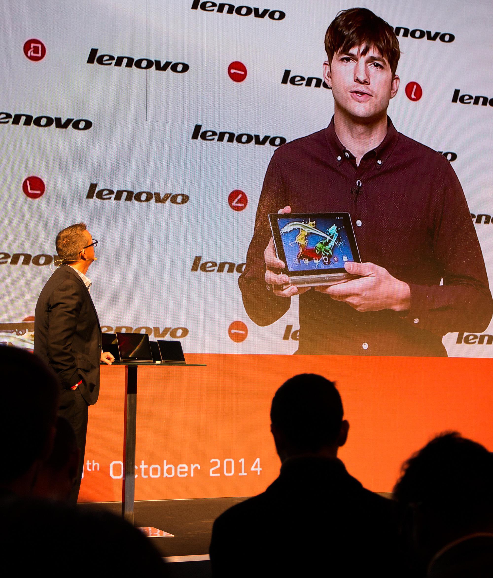 En av Kutchers babyer, Yoga Tablet 2, som han har vært med å utvikle.Foto: Anders Brattensborg Smedsrud, Tek.no