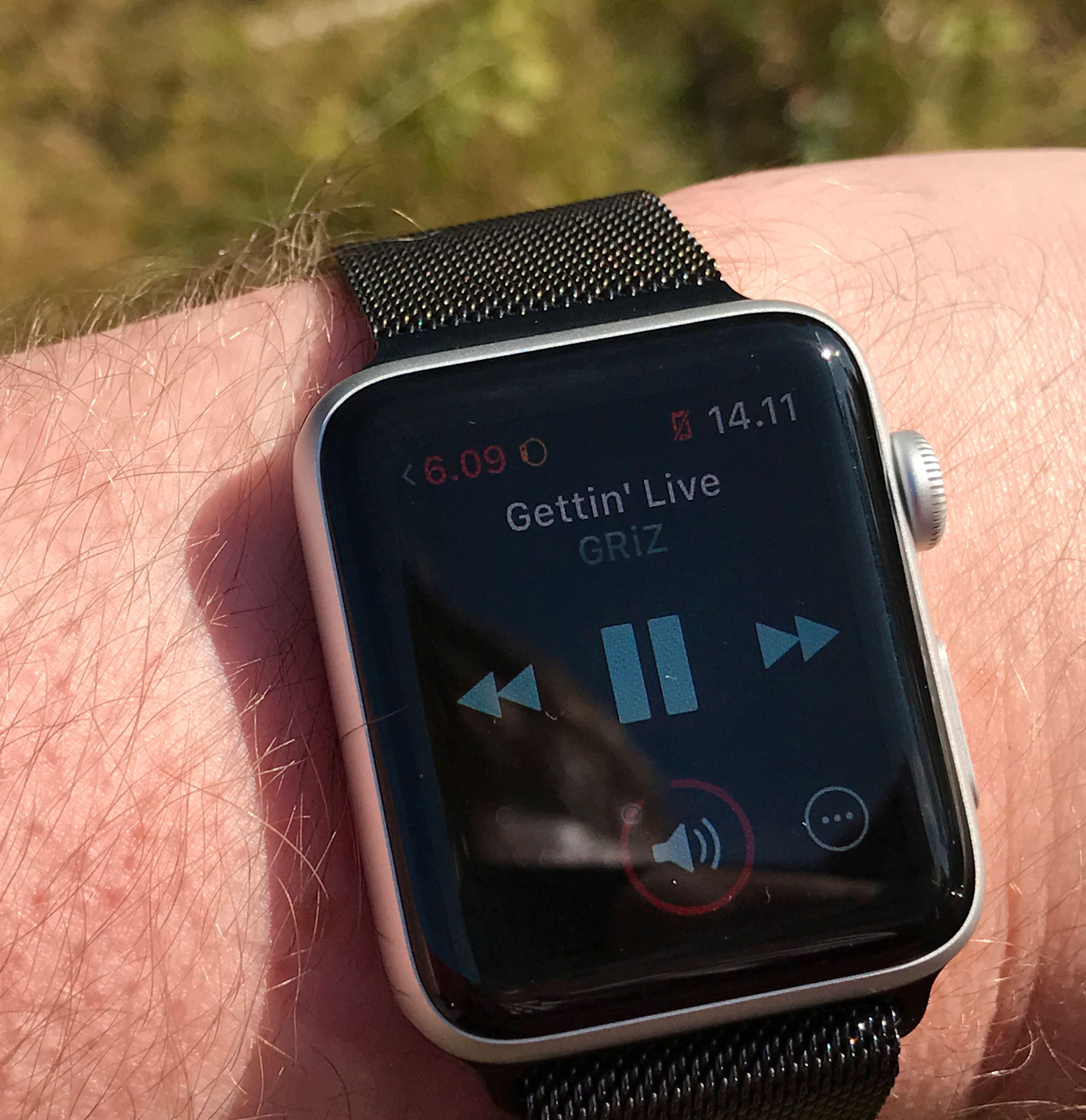 Når du først har fått lyden over på Apple Watch er det helt fortreffelig å la telefonen ligge igjen hjemme, med bare klokken og hodetelefoner som utstyr på tur.