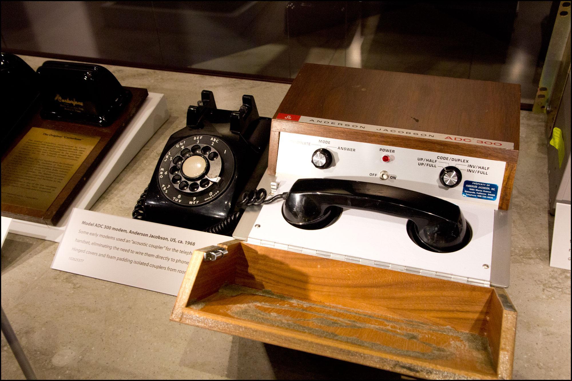 På 60-tallet brukte man telefoner for å sende data mellom maskiner.Foto: Jørgen Elton Nilsen/Hardware.no