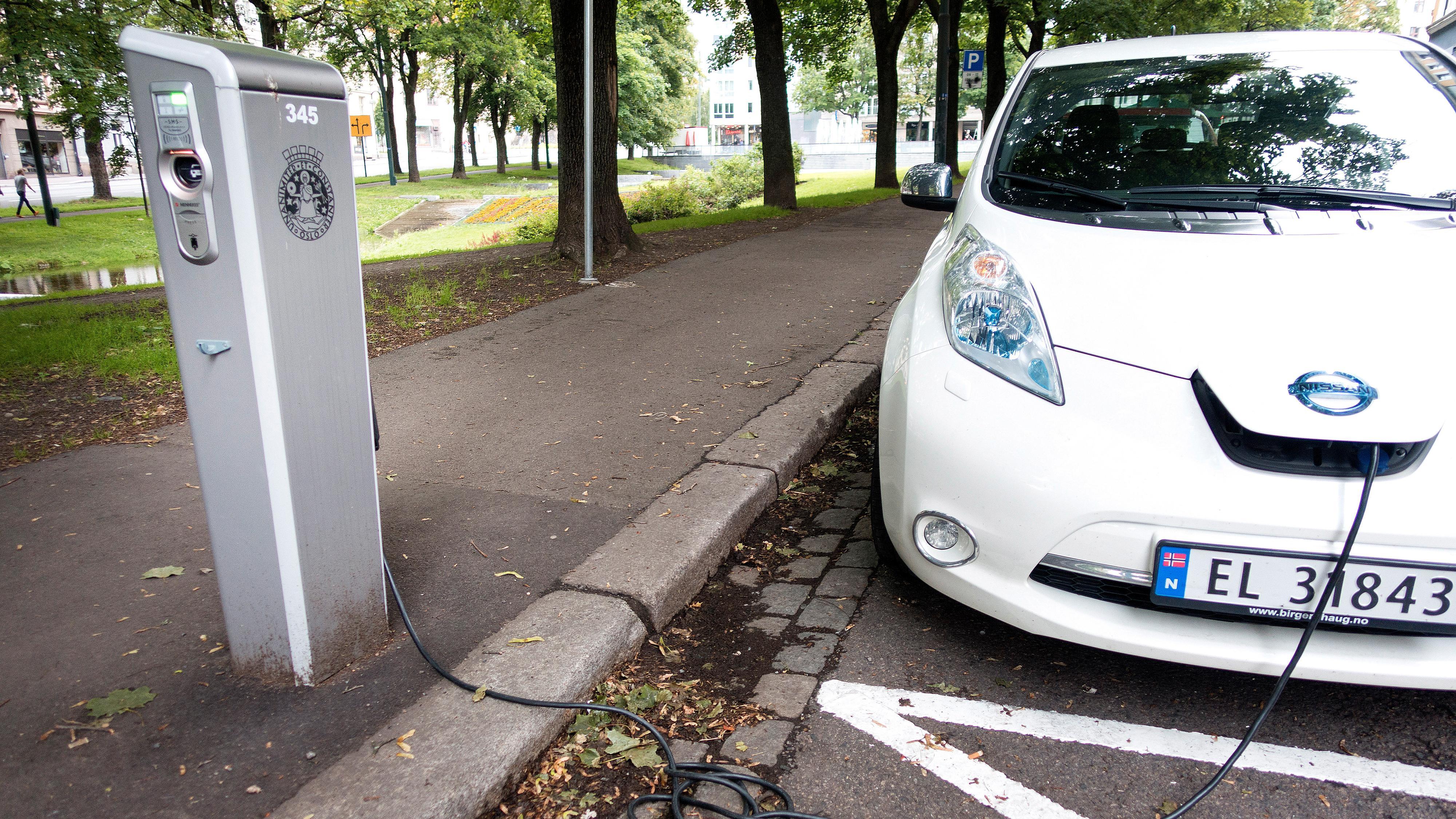 Oslo fikk 10 000 nye elbiler i fjor. Kommunen satte opp to nye ladere