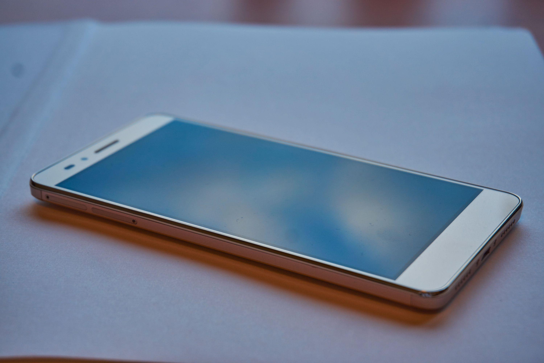 Honor 5X har ikke 2,5D-skjerm, altså at glasset er buet mot rammen.