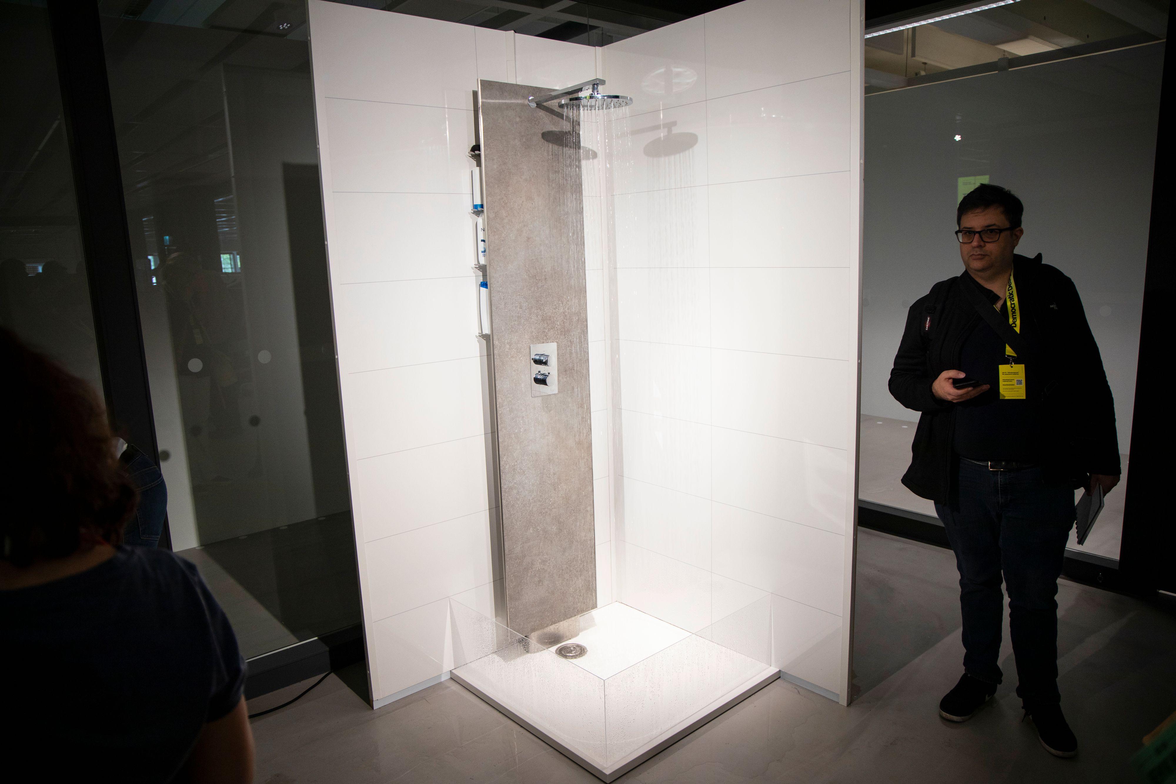 Flow Loop-dusjen resirkulerer opptil 80 prosent av vannet du bruker. Det resirkulerte vannet blir både filtrert og UV-bestrålt.