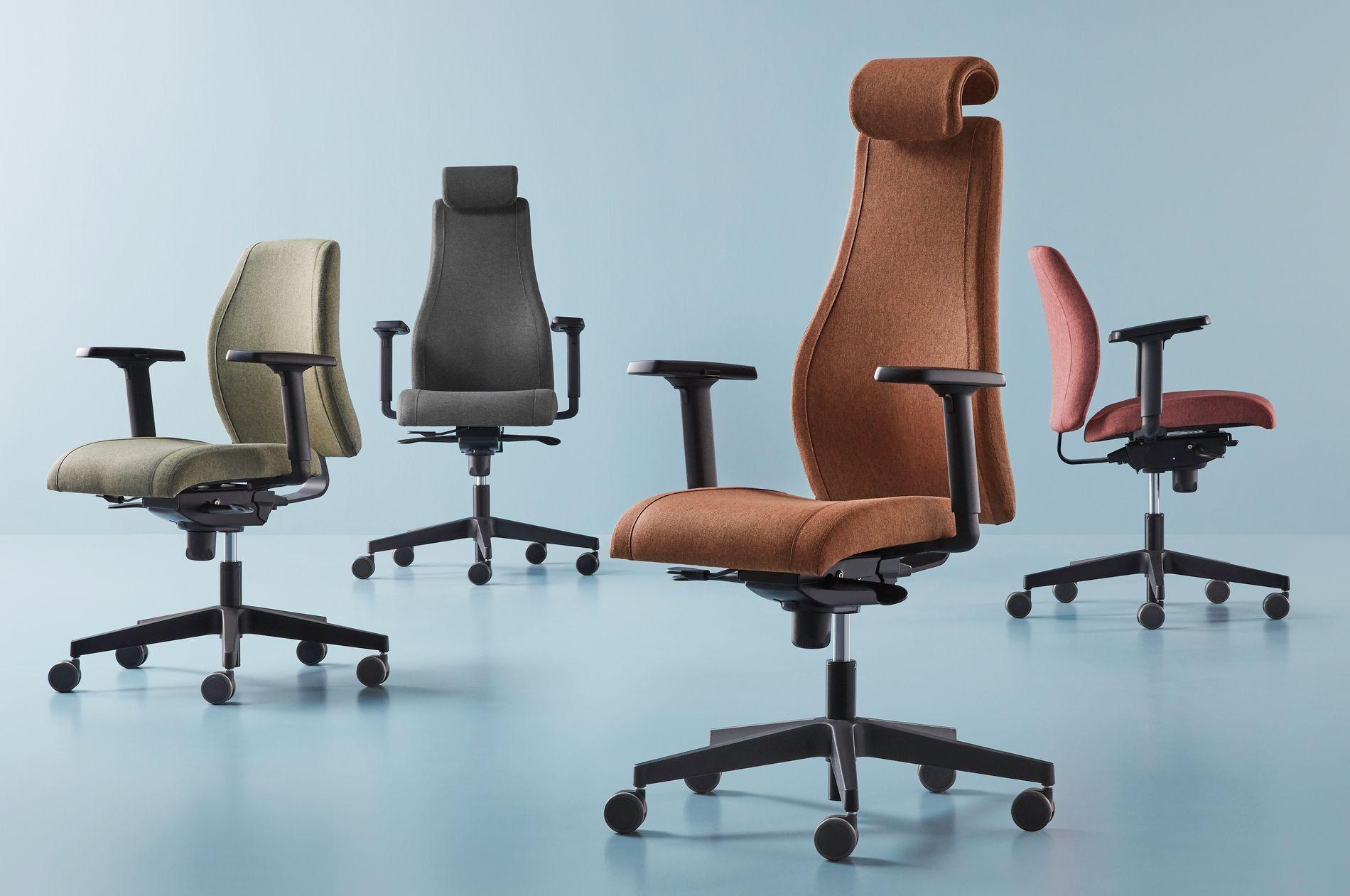 Det er ikke bare på veggene man ser økt bruk av farger. Nå blir det stadig mer populært med farger også i kontormøblene. Bildet viser kontorsstolen kalt Lancaster, som er laget av 100 prosent resirkulert tekstil av PET-flasker.