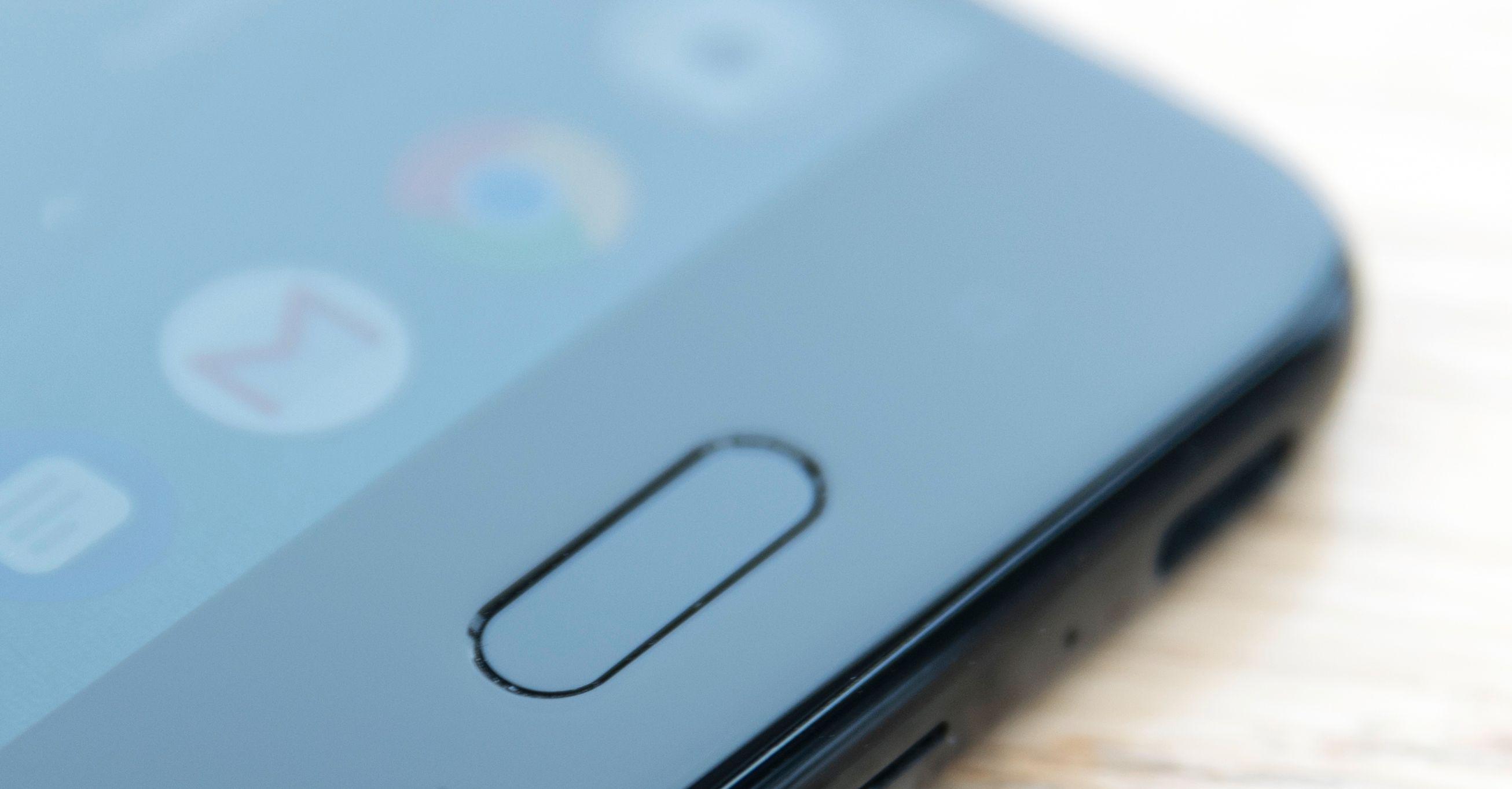 HTCs fingerleser er som vanlig litt smal. Det kan være litt irriterende når den trenes opp og vil ha veldig mange berøringer, men i vanlig bruk fungerer den godt.