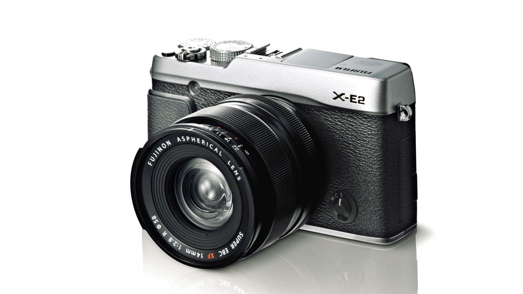 X-E2 er også tilgjengelig i fargen svart/sølv. (Foto: Fujifilm)