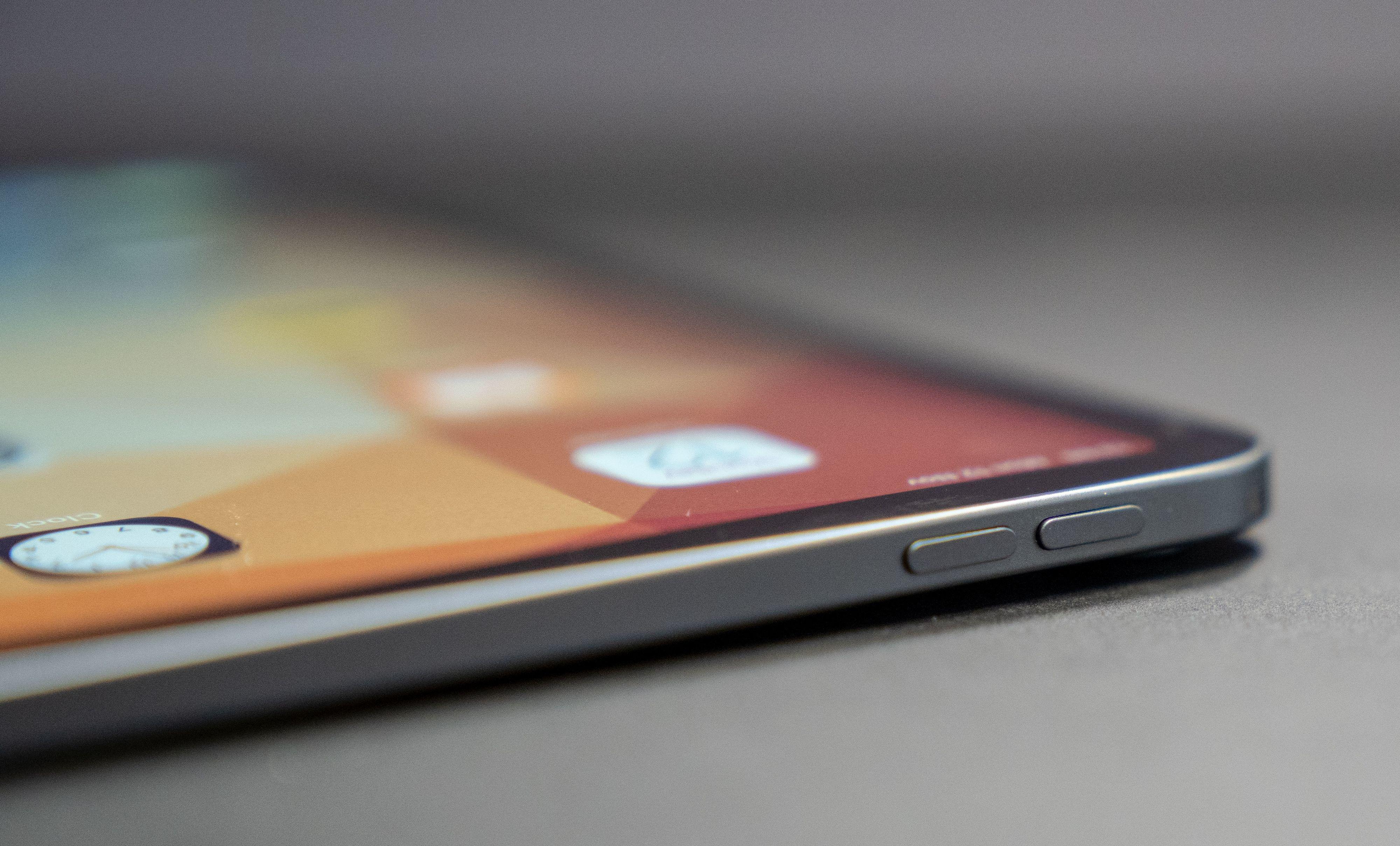 iPad Pro-designet har mange likhetstrekk med de skarpe kantene som ble introdusert med iPhone 4. Nå tror mange at de samme skarpe kantene kommer tilbake i årets iPhone.