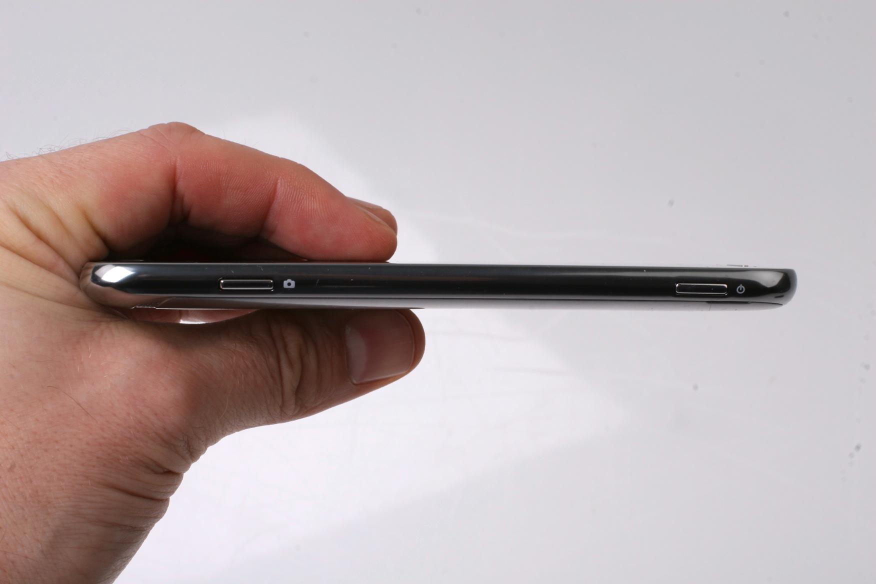 Samsung Ativ S er 8,7 milllimeter tykk.Foto: Kurt Lekanger, Amobil.no