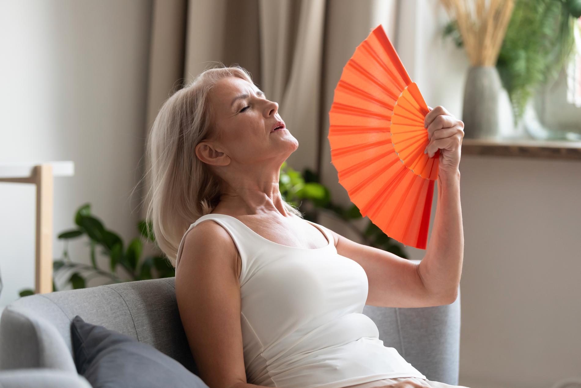 I klimakteriet får många värmesvallningar. De orsakas av att kroppens termostat, hypofysen, sätts ur balans.