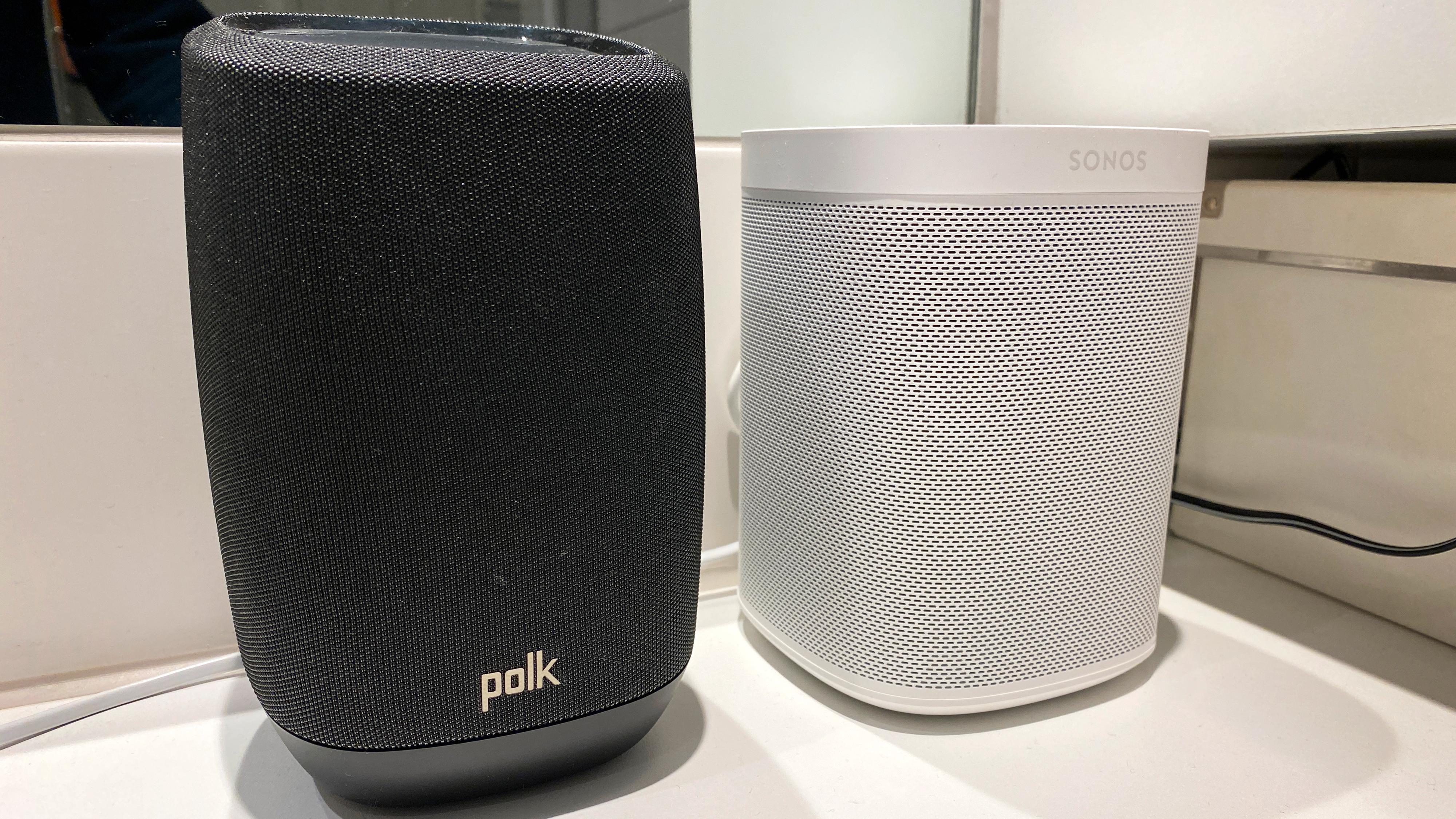 Polk Assist er ørlite større enn en Sonos One.