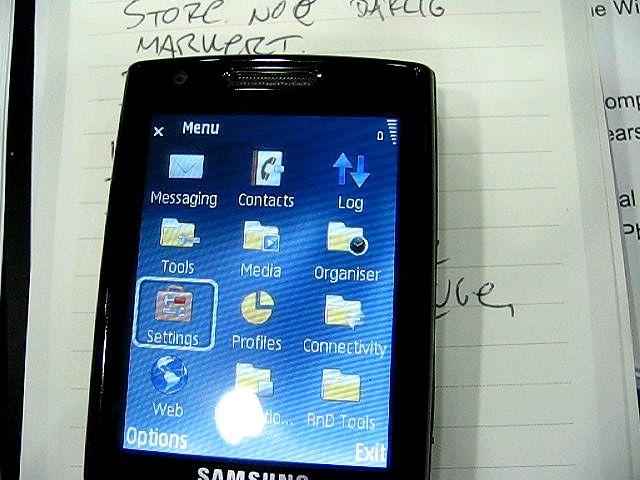 Menyene er Series 60-baserte, slik som i Nokias smarttelefoner.