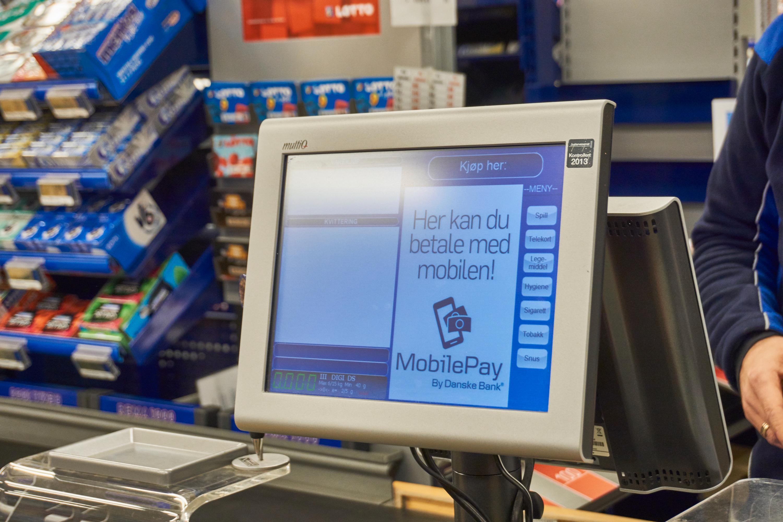 Slik ser betalingsterminalen til Mobile Pay ut. Hvis du bruker betalingsplaten ved kortterminalen istedenfor, trenger du ikke levne denne skjermen en tanke.