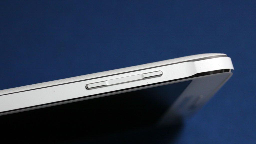 Vippeknappen som lar deg justere volumet er en fin designdetalj.Foto: Espen Irwing Swang, Amobil.no