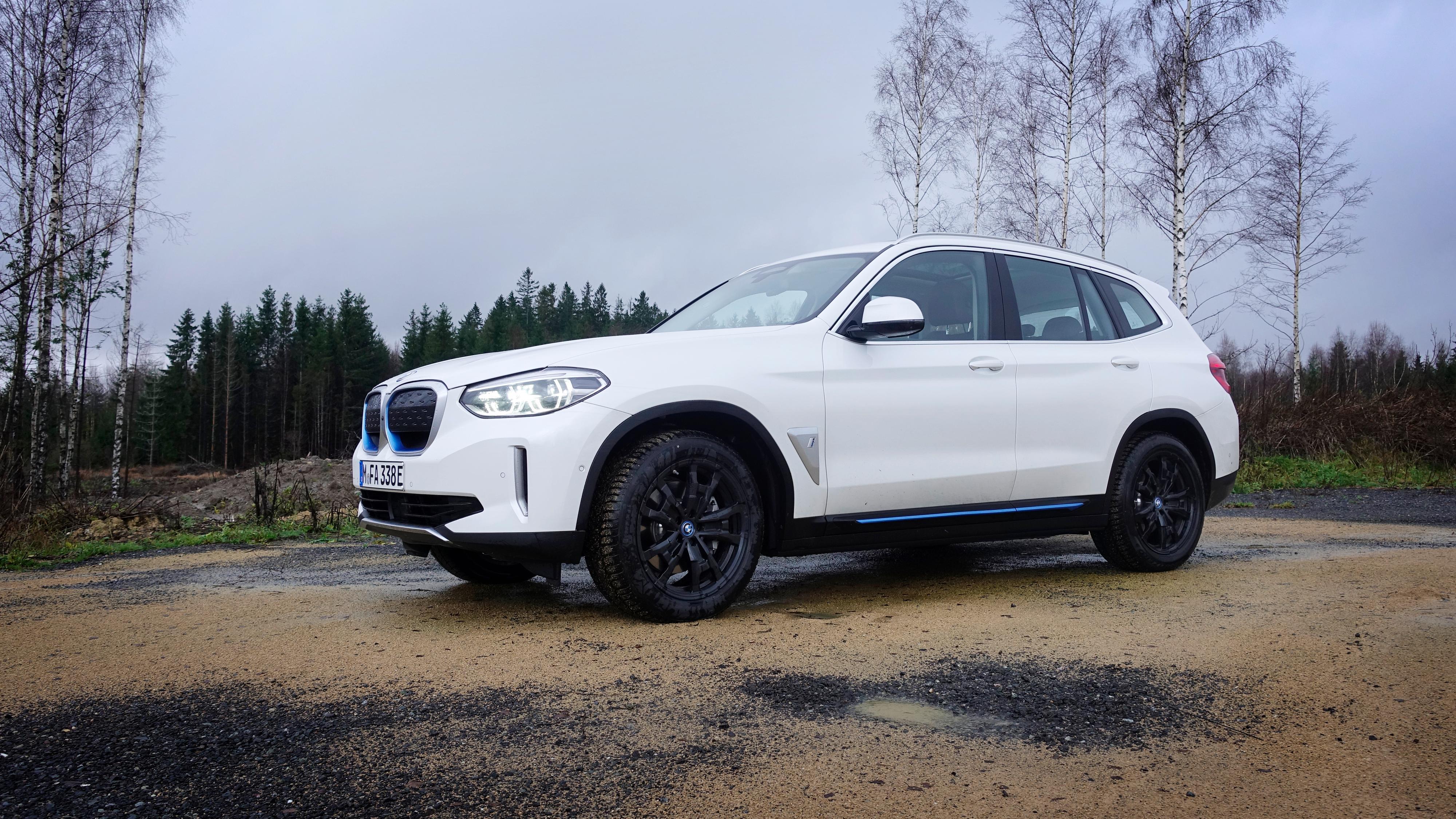 BMW iX3 har begynt utleveringene i Norge.